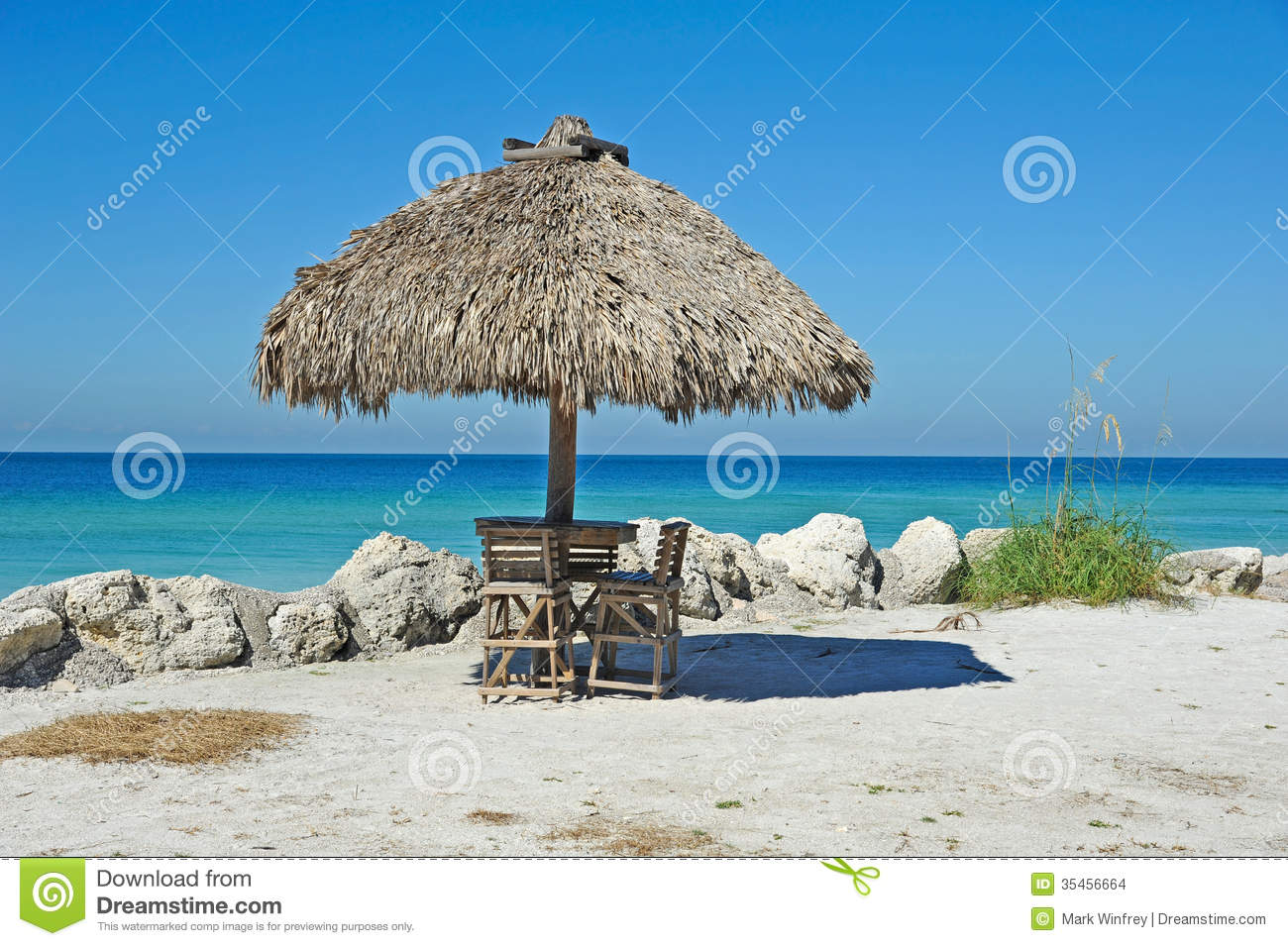 beach tiki hut bar stock images - Tiki Hut