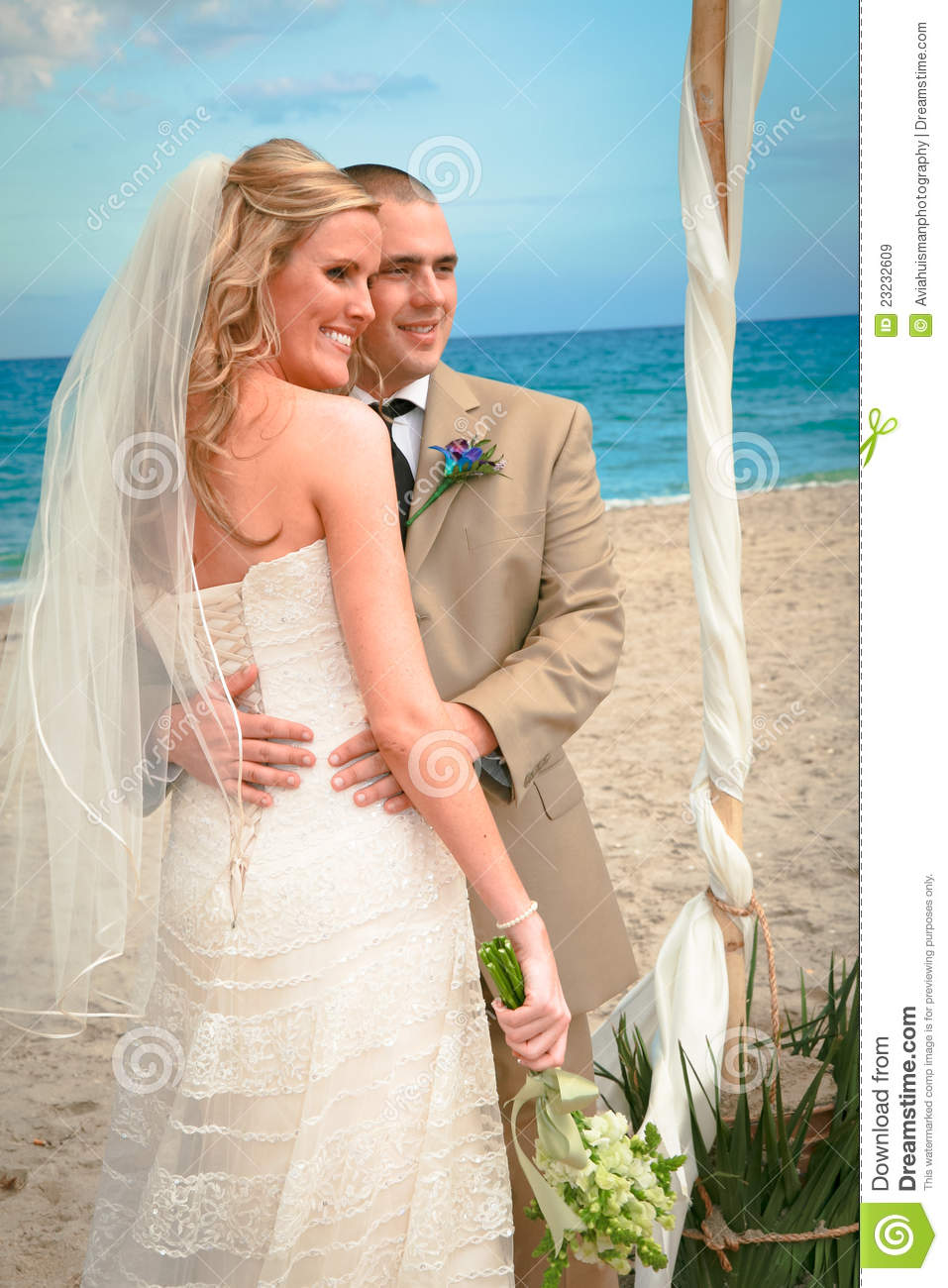 Beach Wedding Bride And Groom Royalty Free Stock Images