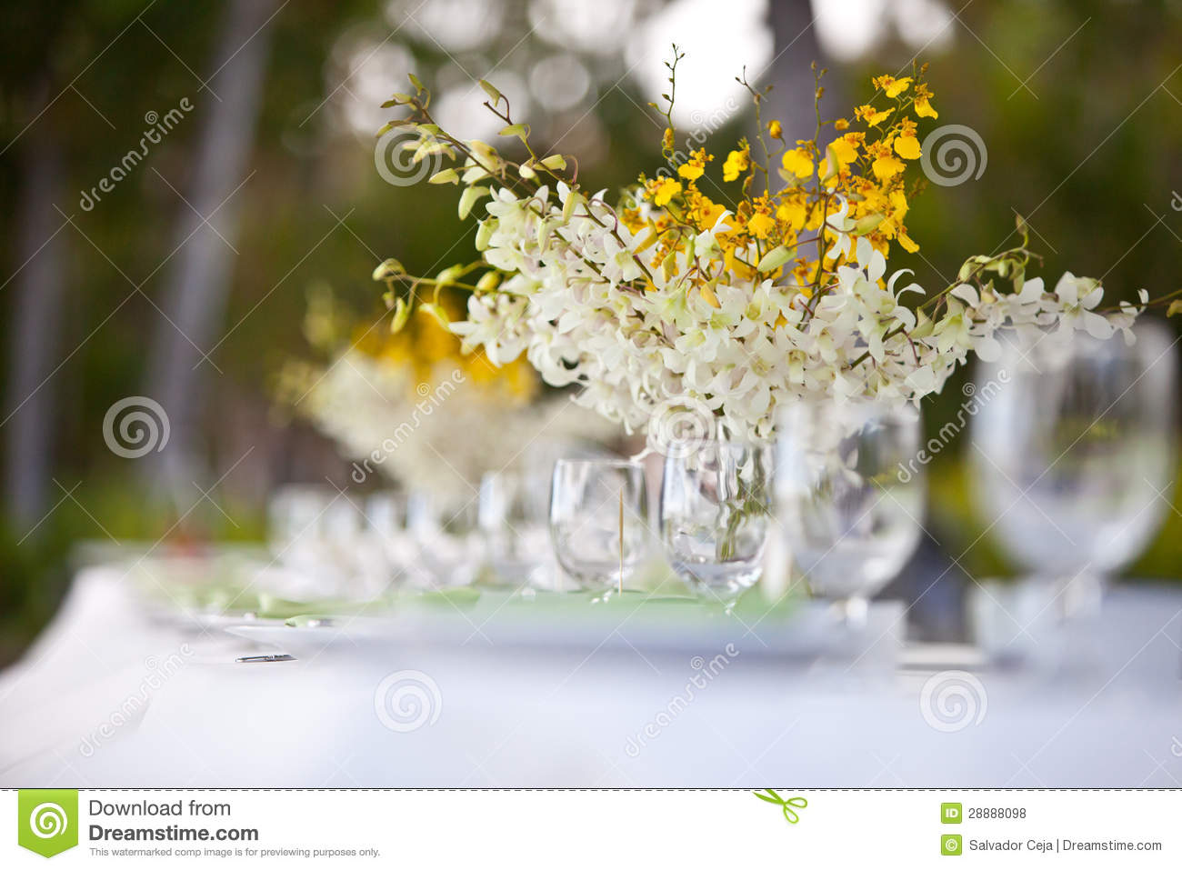 Beach Wedding Decor Table Setting And Flowers Royalty Free