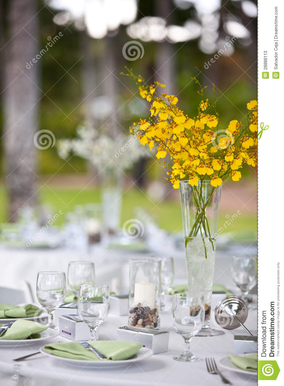 beach wedding decor table setting flowers 28888113