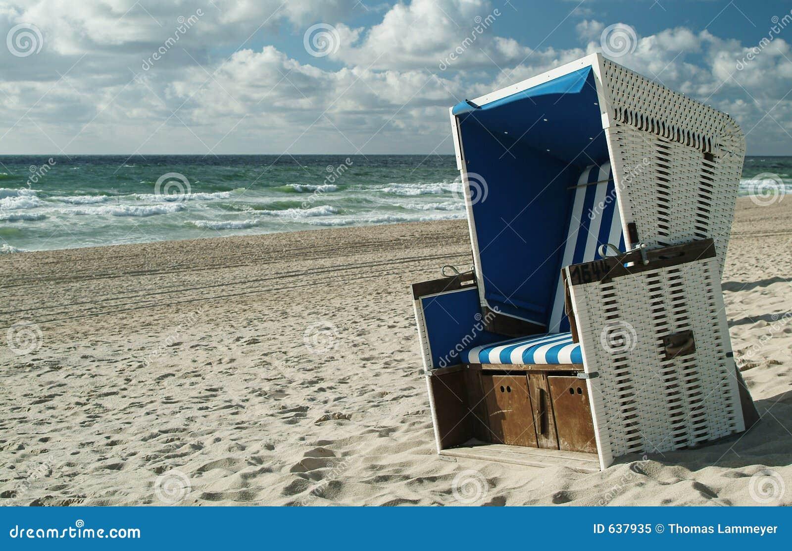 Download Beachchair стоковое изображение. изображение насчитывающей спасение - 637935