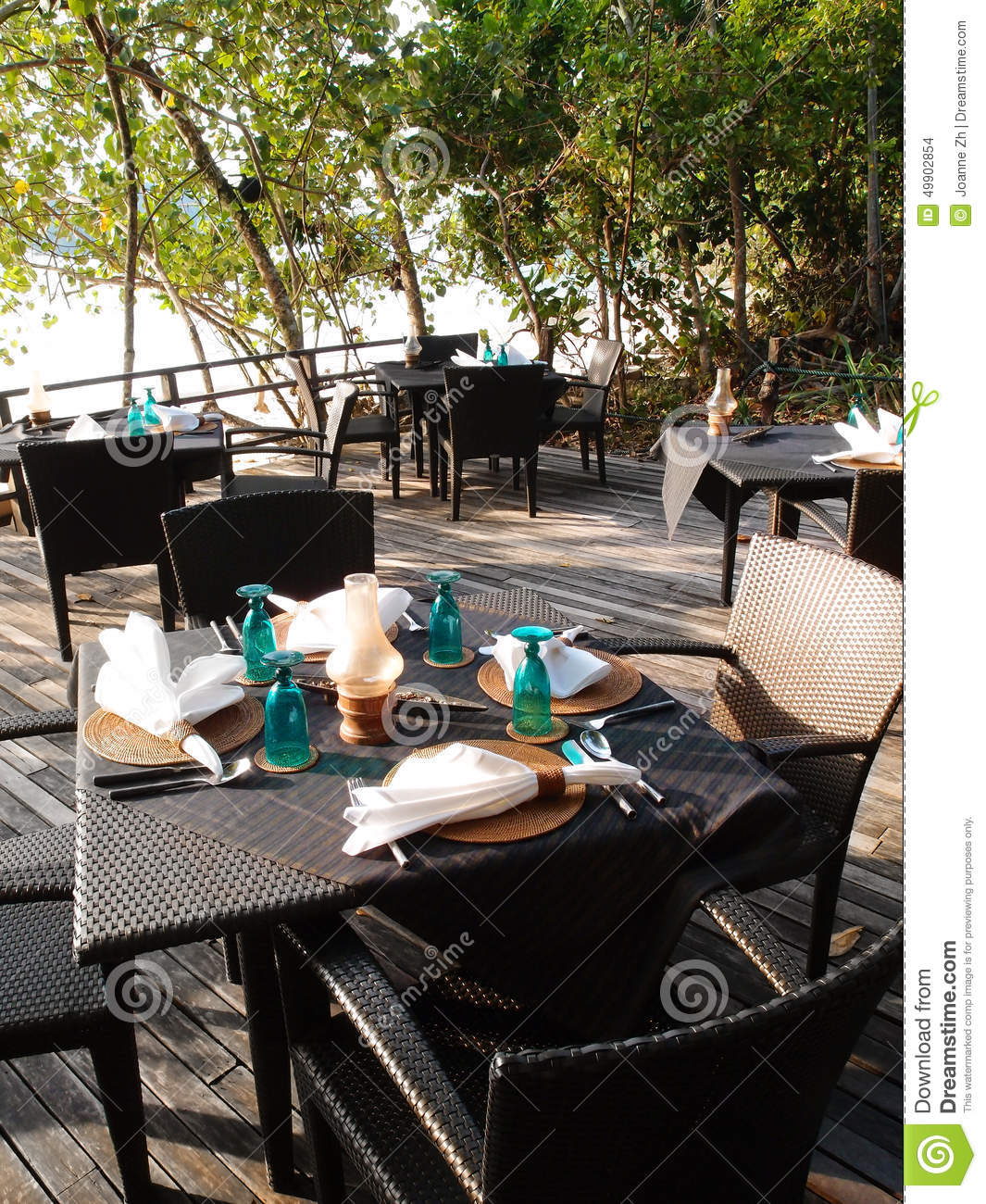 Beachfront outdoor al fresco cafe