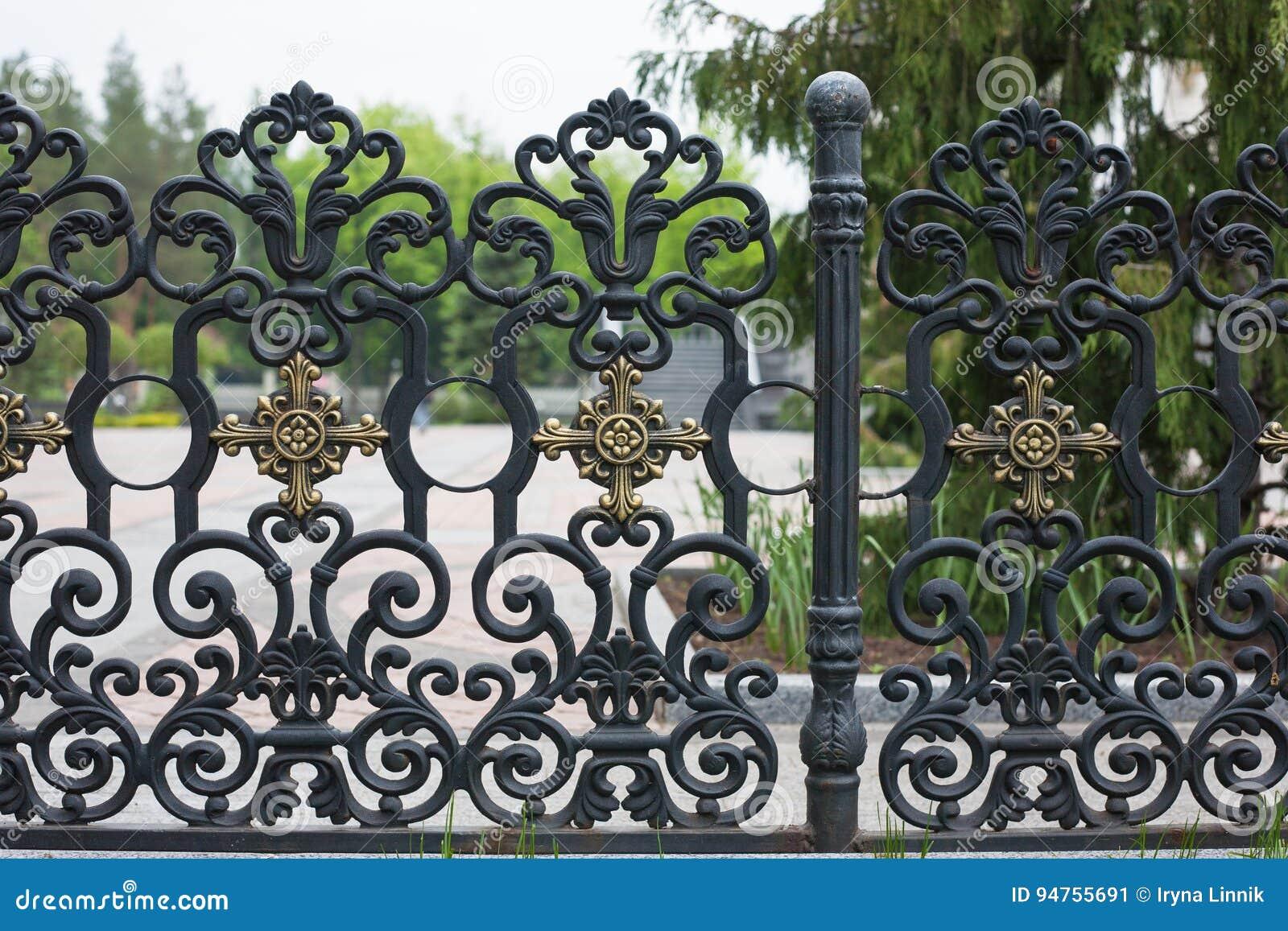 Beeindruckend Metallzäune Bilder Sammlung Von Pattern Bearbeiteter Zaun Bild Eines Dekorativen Roheisenzauns