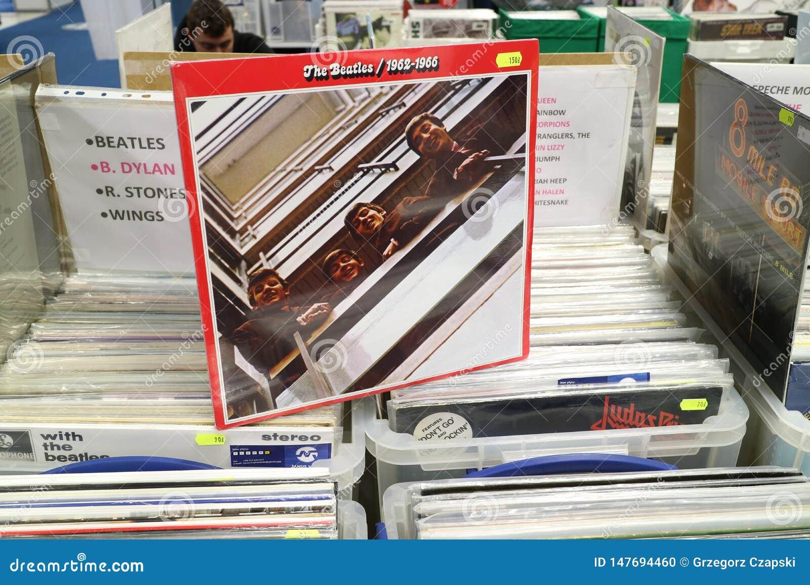 Beatles在显示待售,著名英国摇滚乐队的乙烯基册页1962-1966,