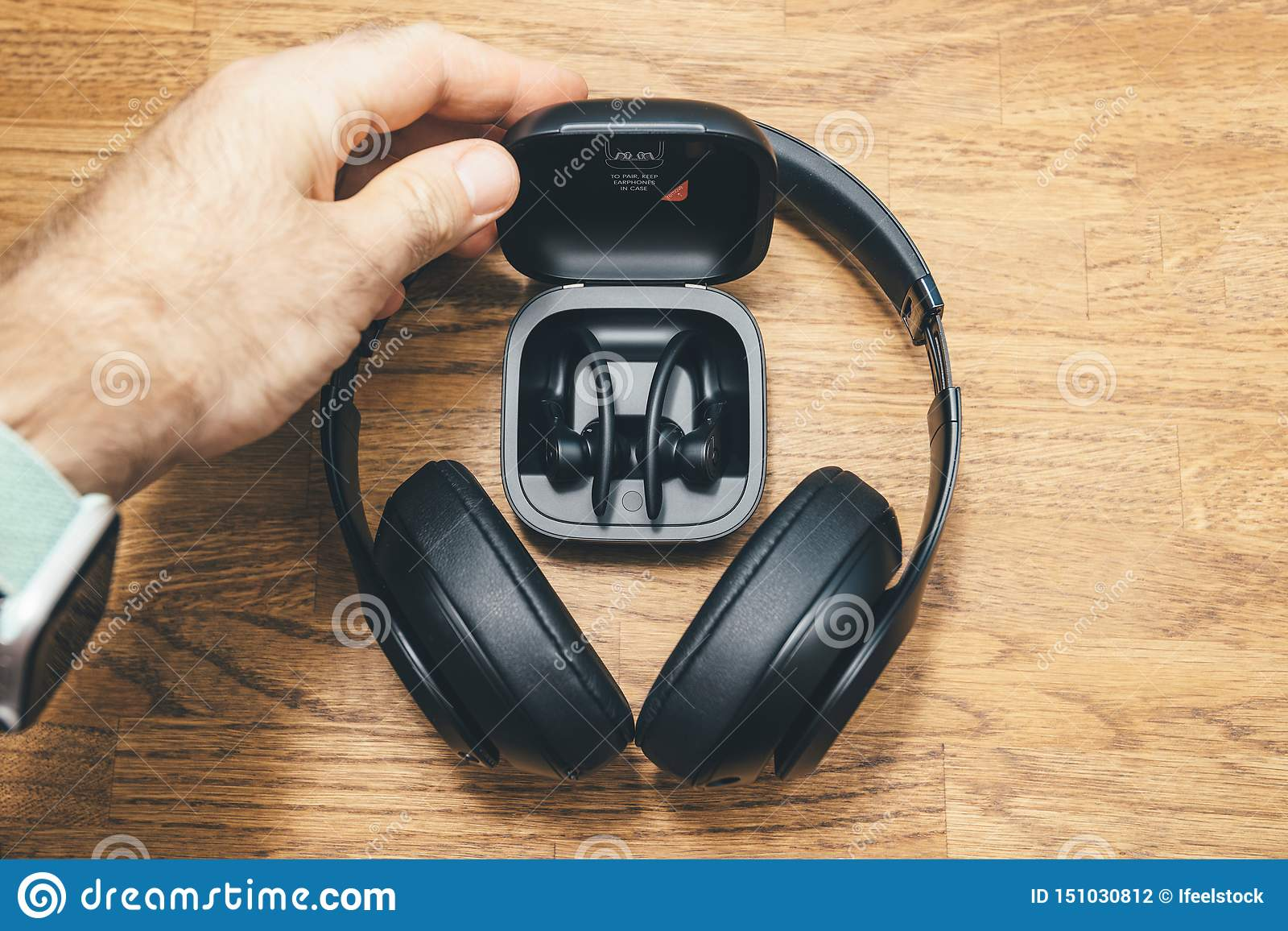 Beats Studio 3 Wireless And Powerbeats Pro Beats Editorial Photography Image Of Dolby Device 151030812