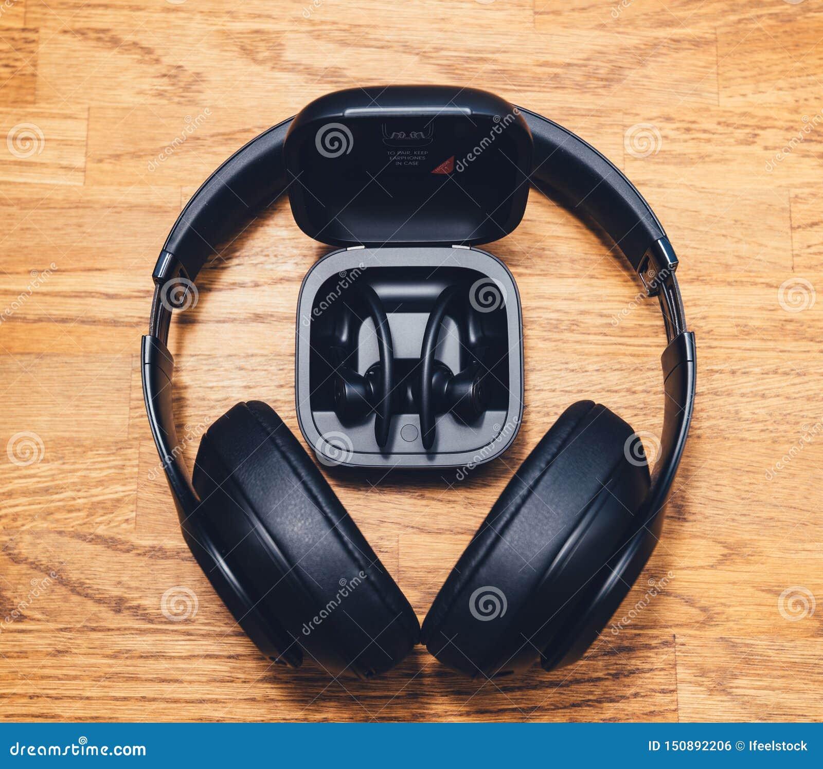 Beats Studio 3 Wireless And Powerbeats Pro Beats On Table Desk Editorial Photo Image Of Wireless Workout 150892206