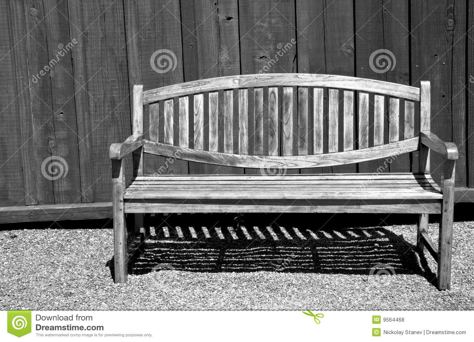 Beau banc de jardin en noir et blanc photos libres de for Jardin noir et blanc