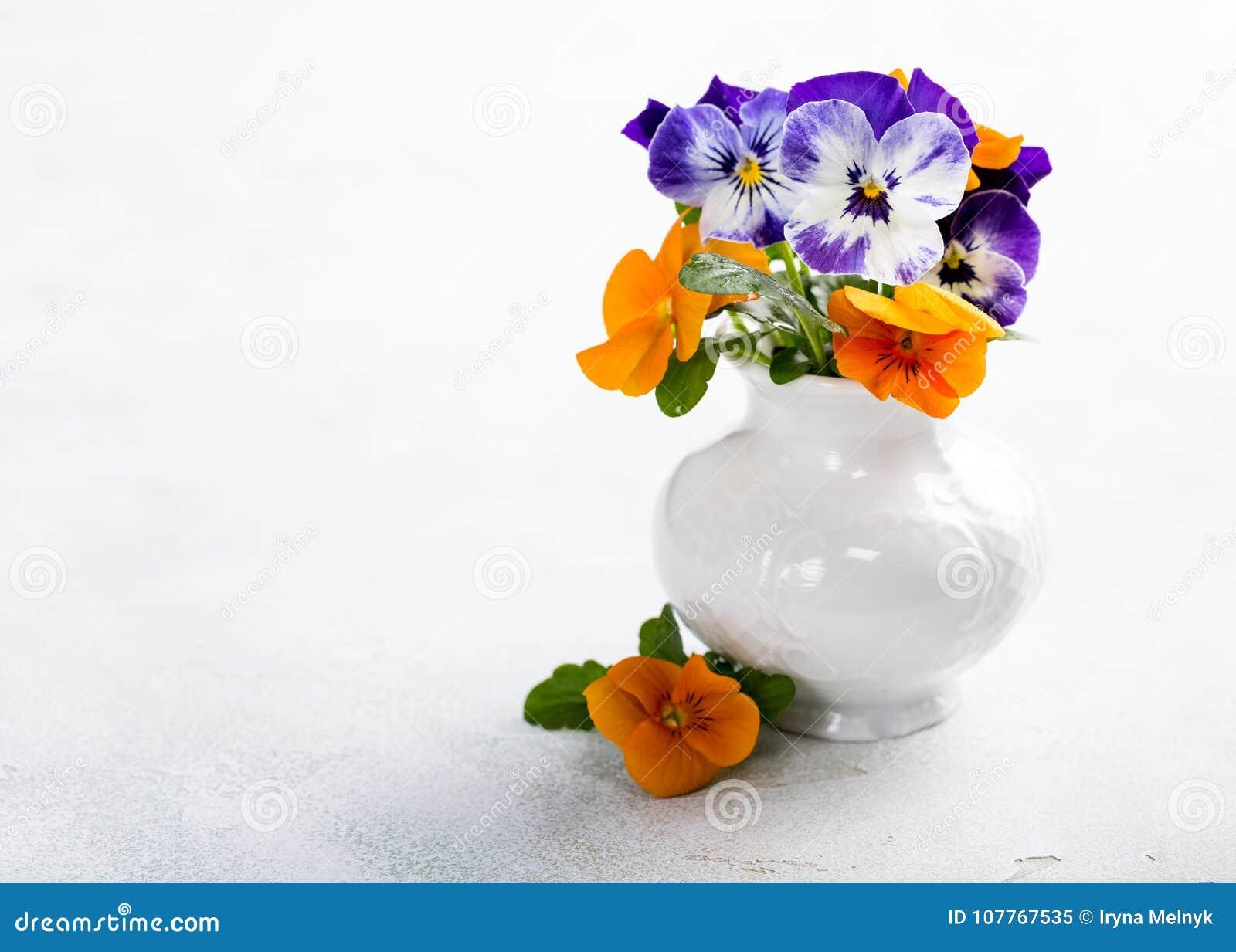 Beau Bouquet De Fleur De Pensee Image Stock Image Du Agencement