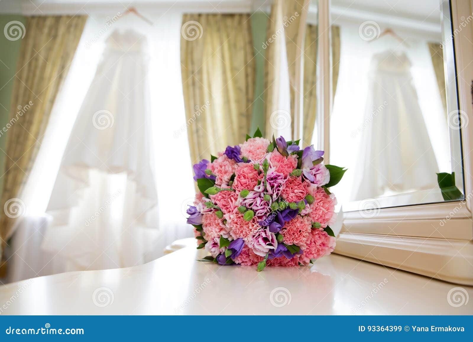 Beau Bouquet De Mariage Image Stock. Image Du Amour, Robe