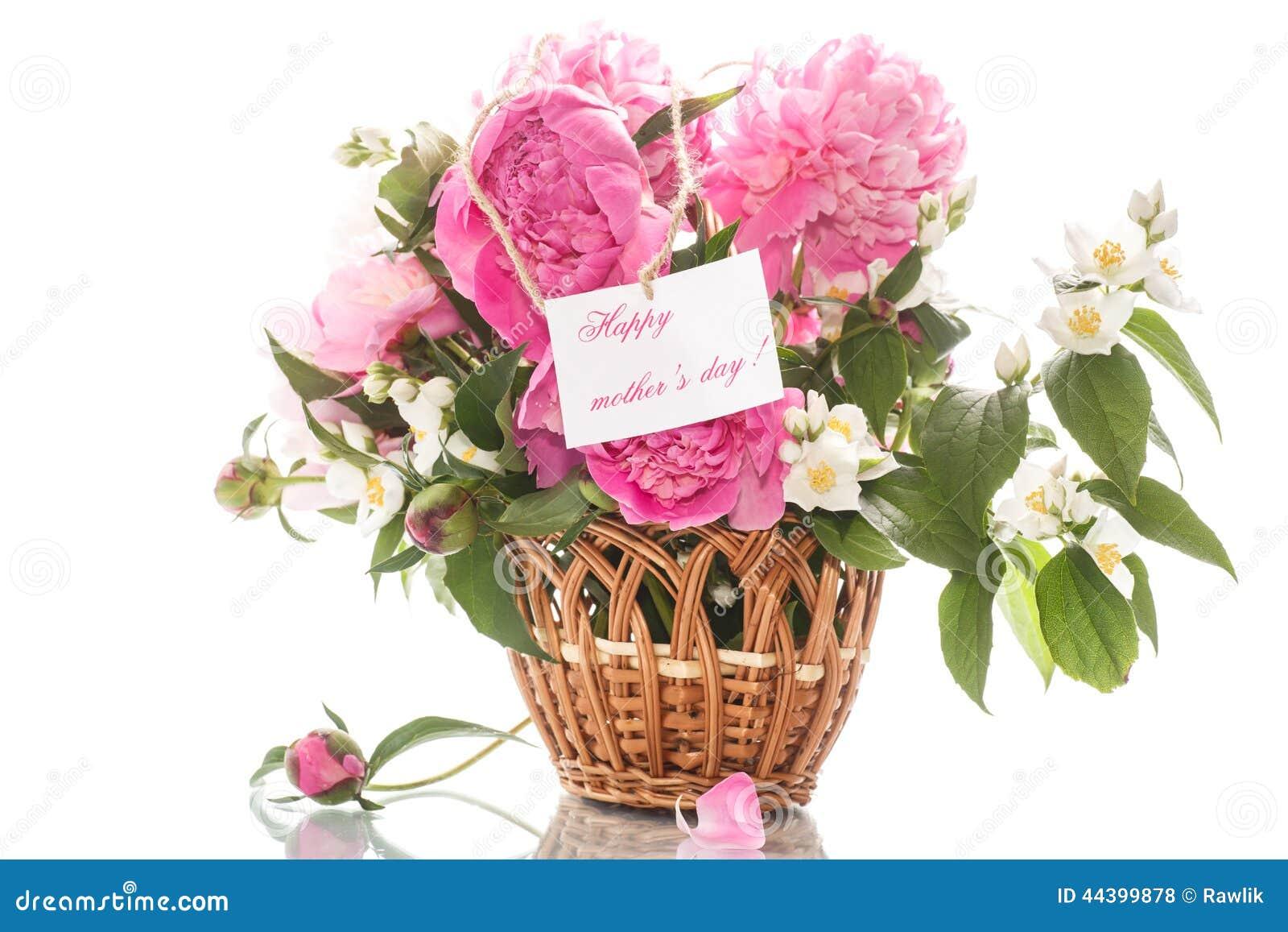Beau Bouquet Des Pivoines Et Du Jasmin Dans Un Panier