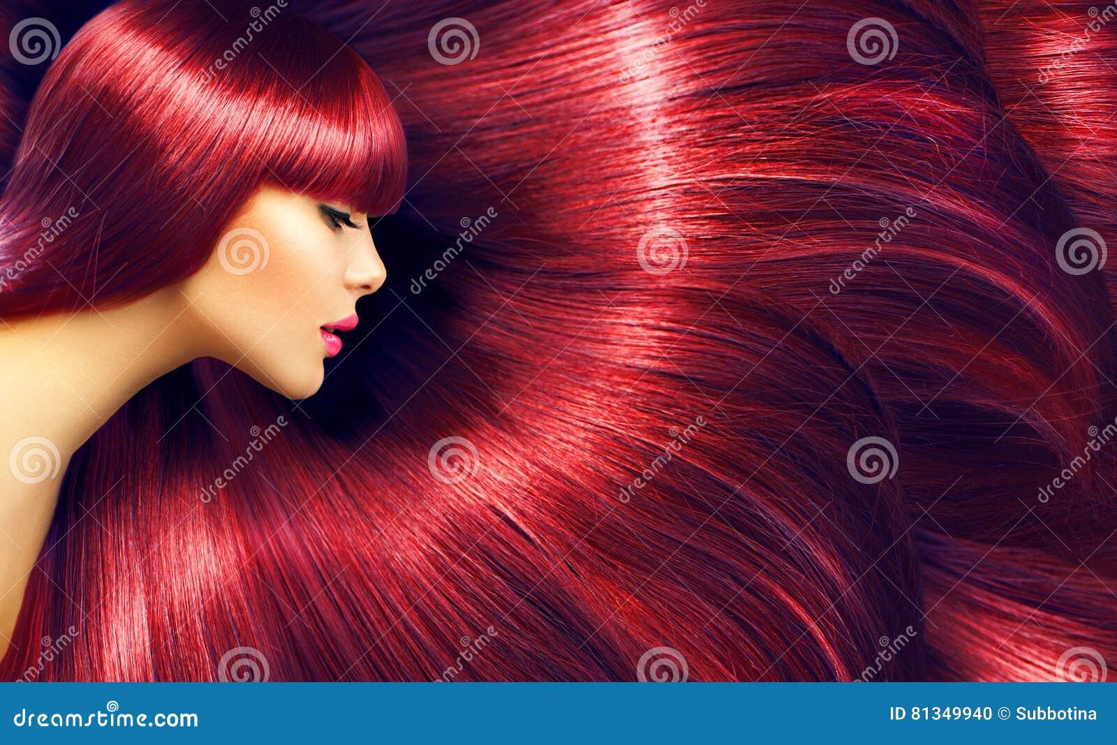 Beau cheveu Femme de brune de beauté avec les cheveux rouges longtemps droits