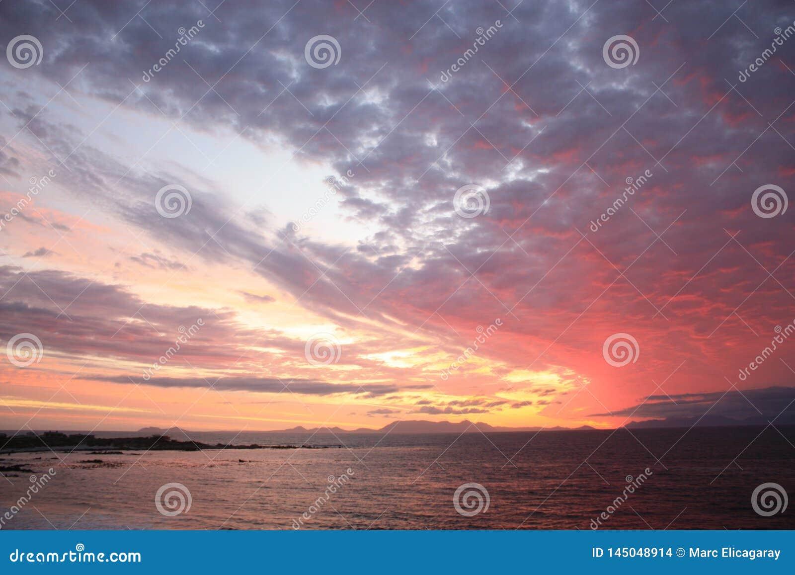 Beau ciel pendant le coucher du soleil à Cape Town Afrique du Sud