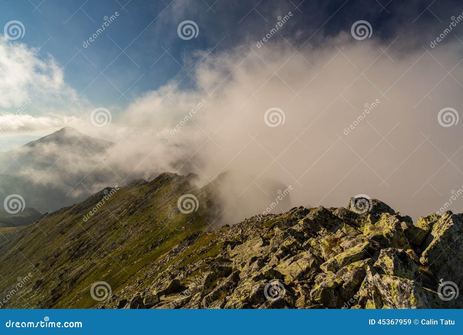 Beau cloudscape dans les Alpes