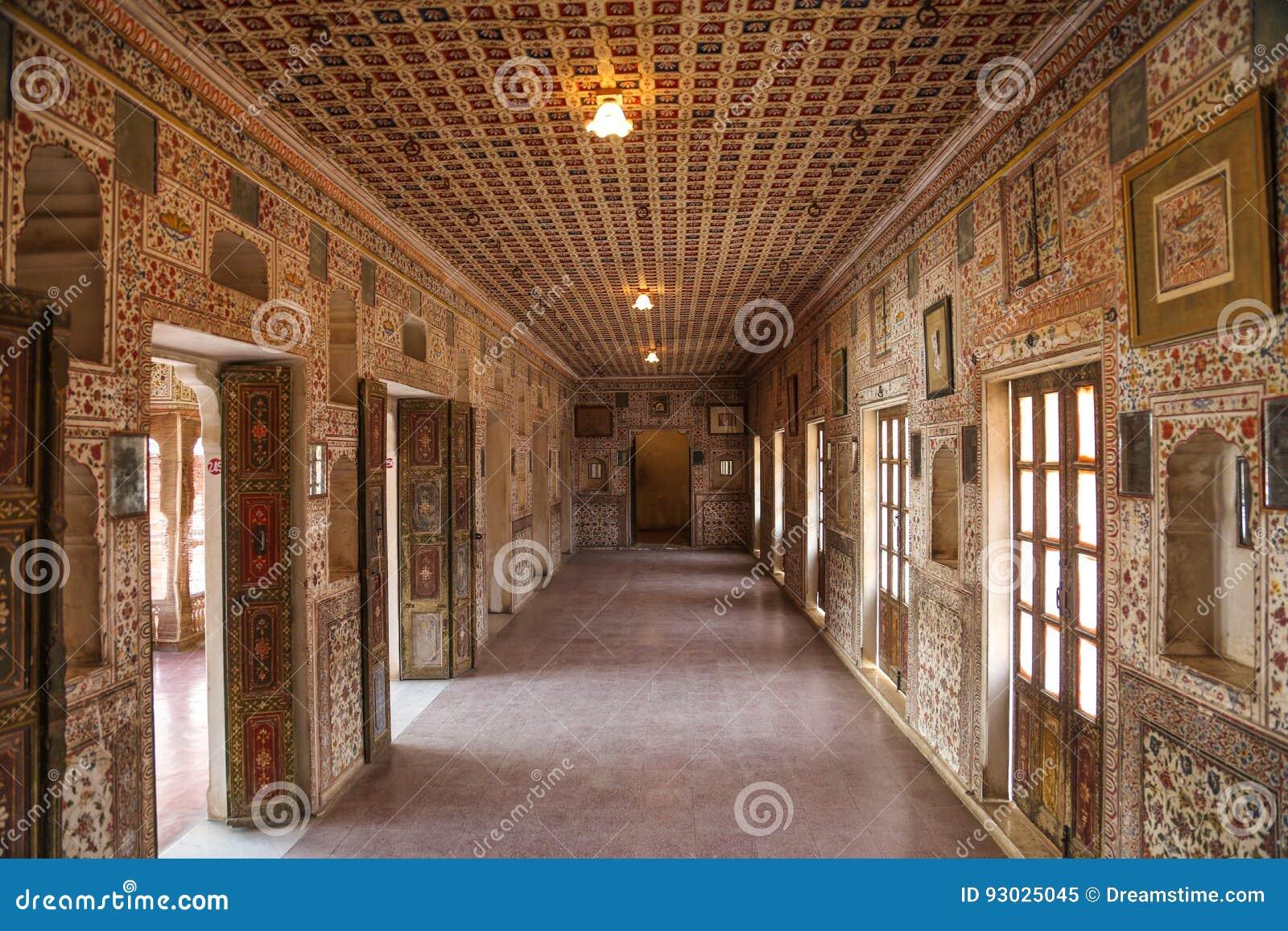 Beau couloir antique dans les forts