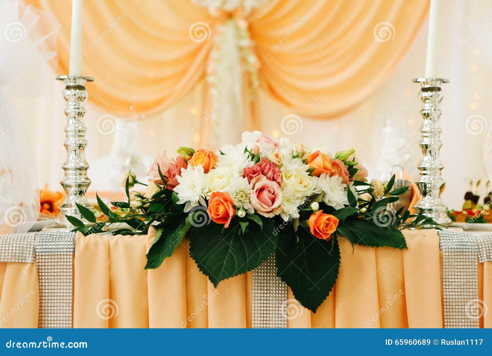 beau d cor de d coration de table de mariage des nouveaux. Black Bedroom Furniture Sets. Home Design Ideas