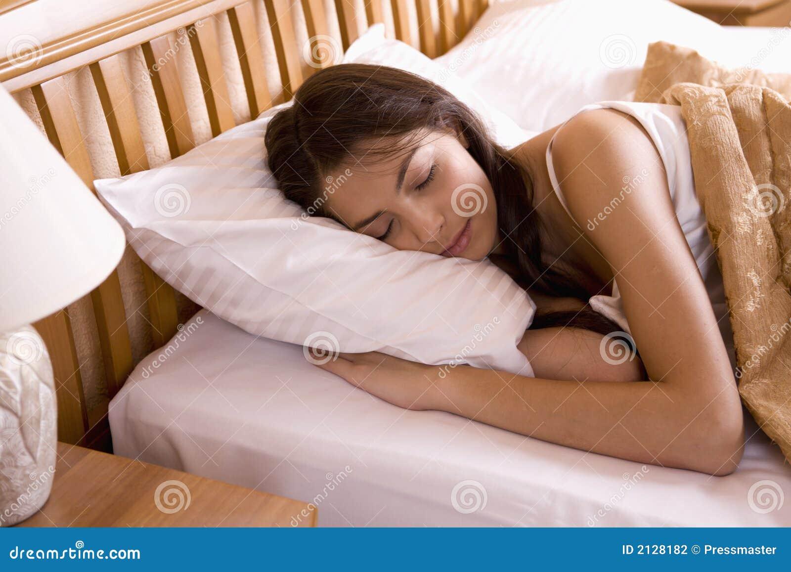 Beau dans elle sommeil