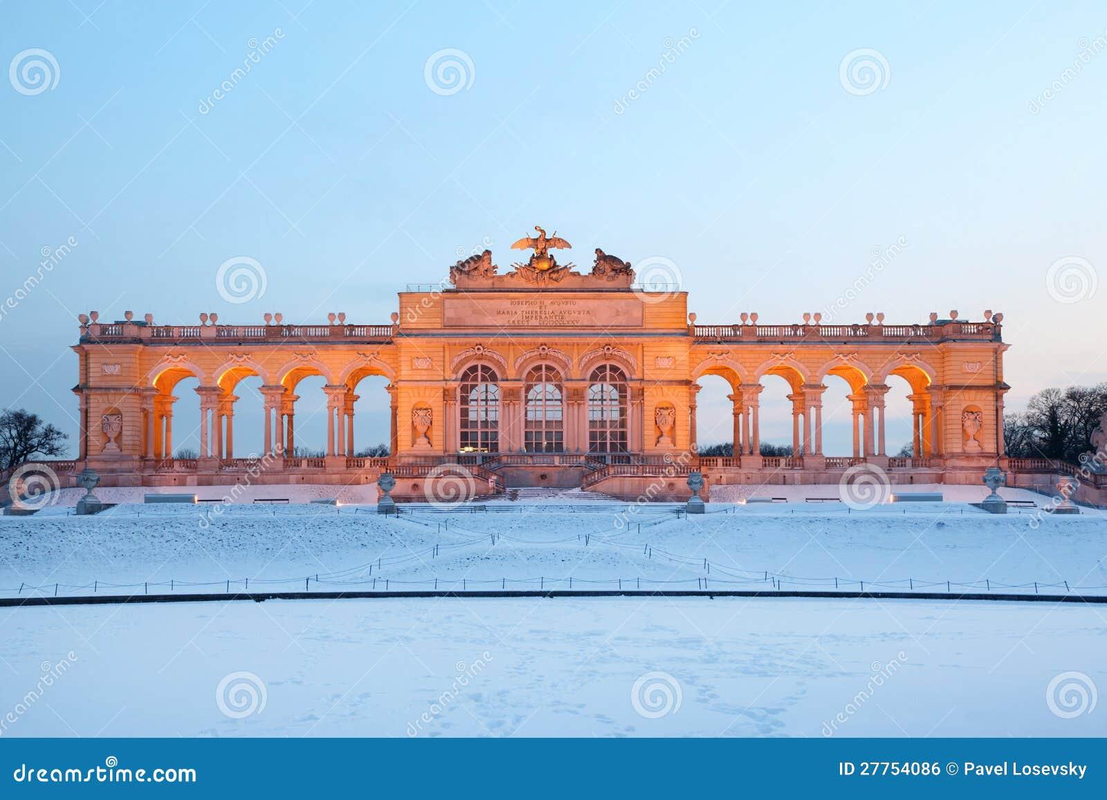 Beau Glorietta au stationnement de Schonbrunn à l hiver