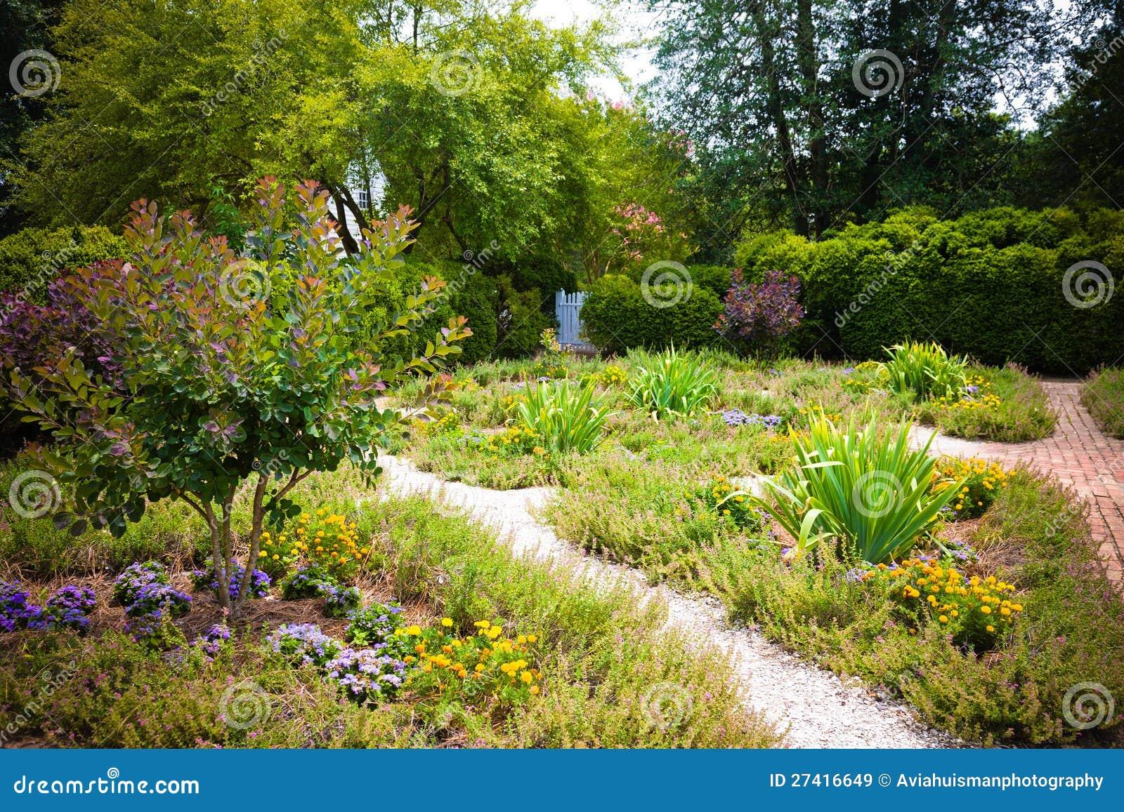 Beau jardin image stock image du brique vacances fleur 27416649 - Le beau jardin du paresseux ...