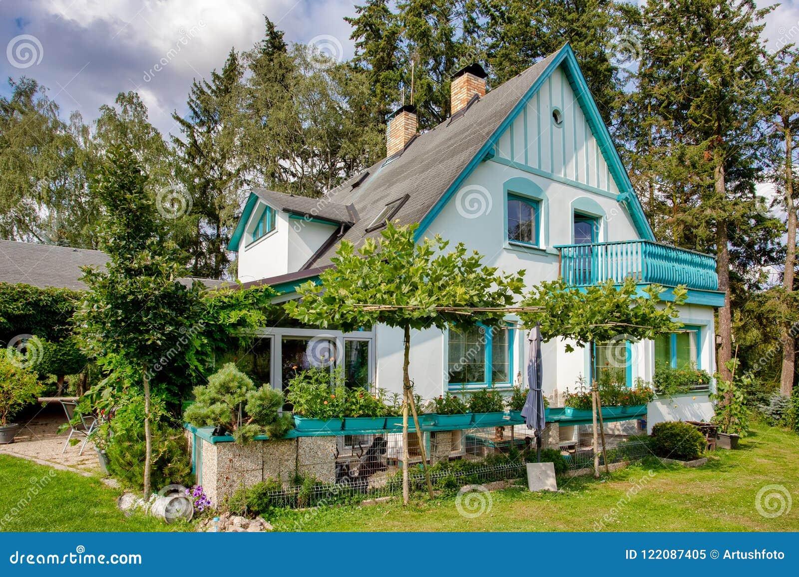 jardin de maison Beau jardin de maison au printemps