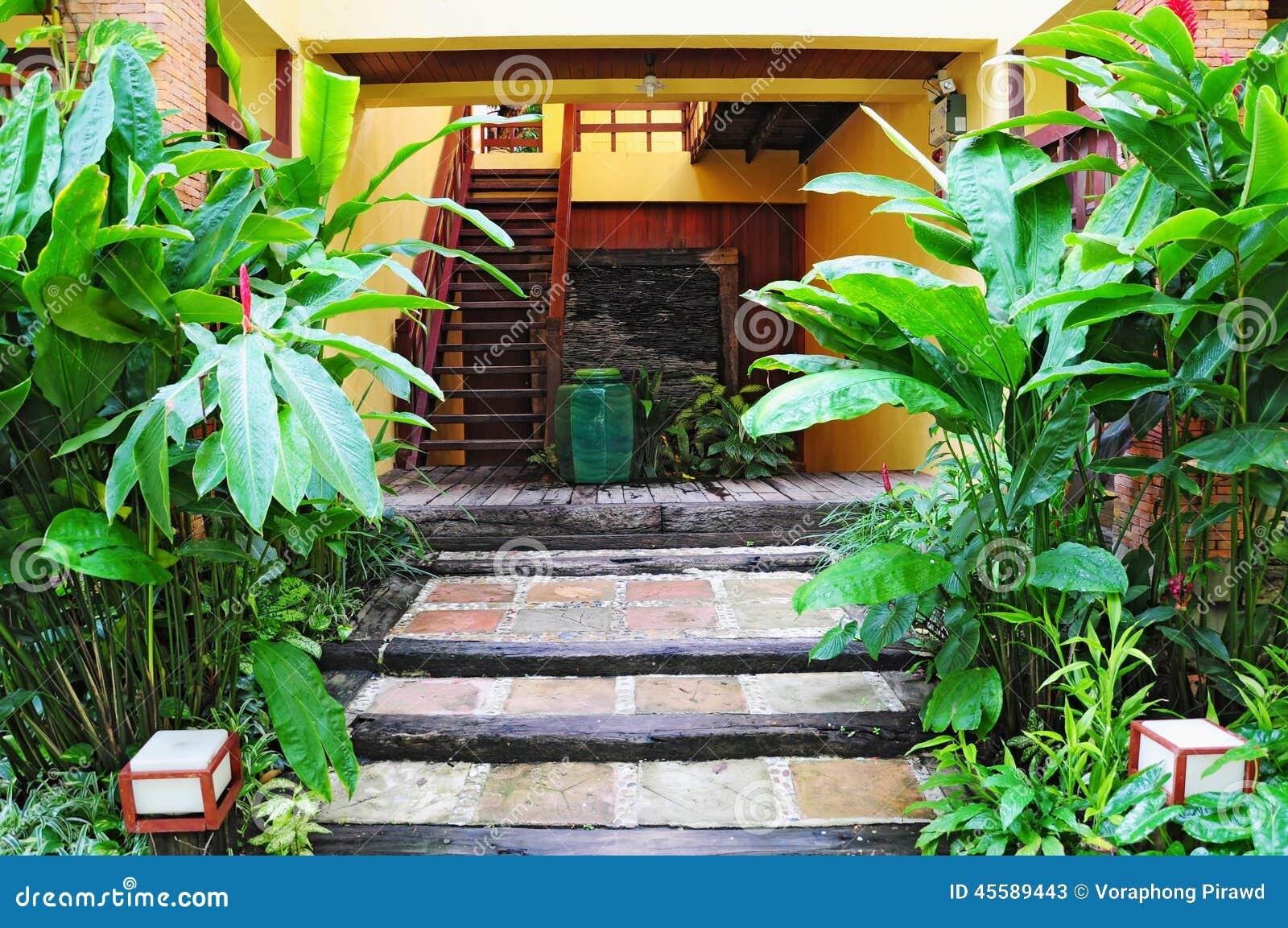 Beau jardin tropical