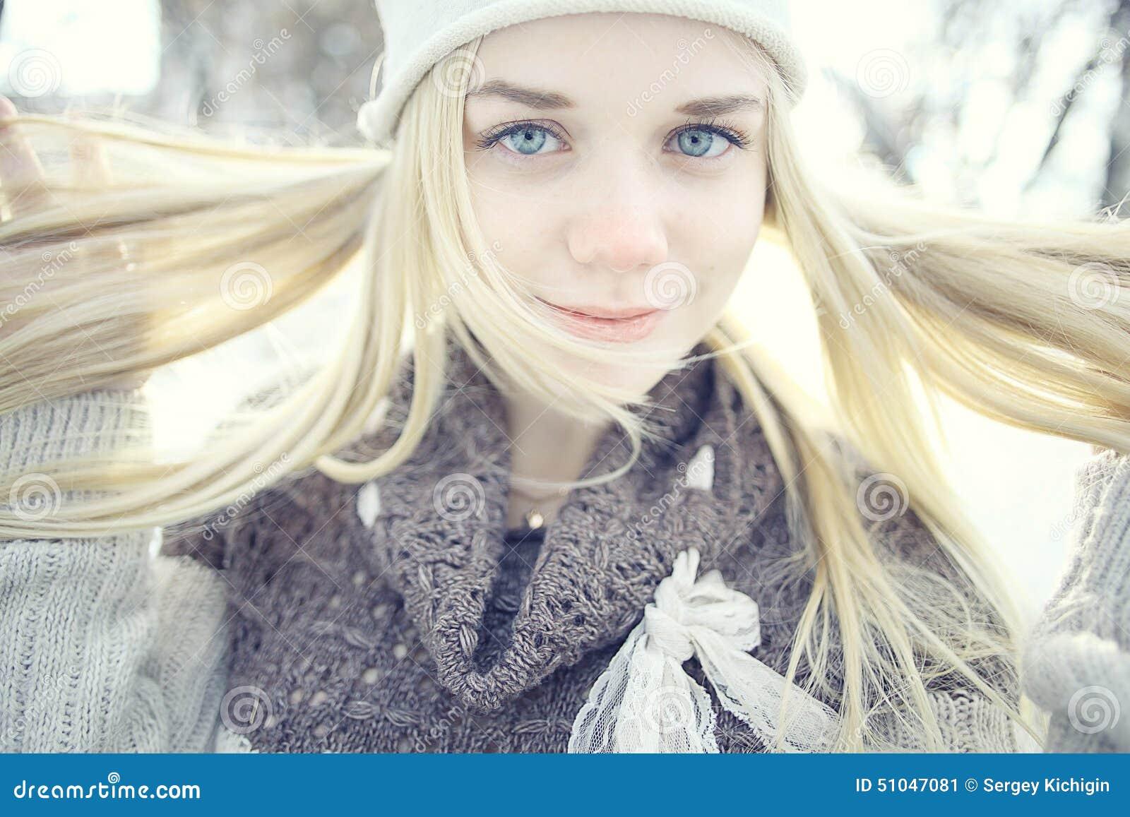 Chaud nue blonde les adolescents