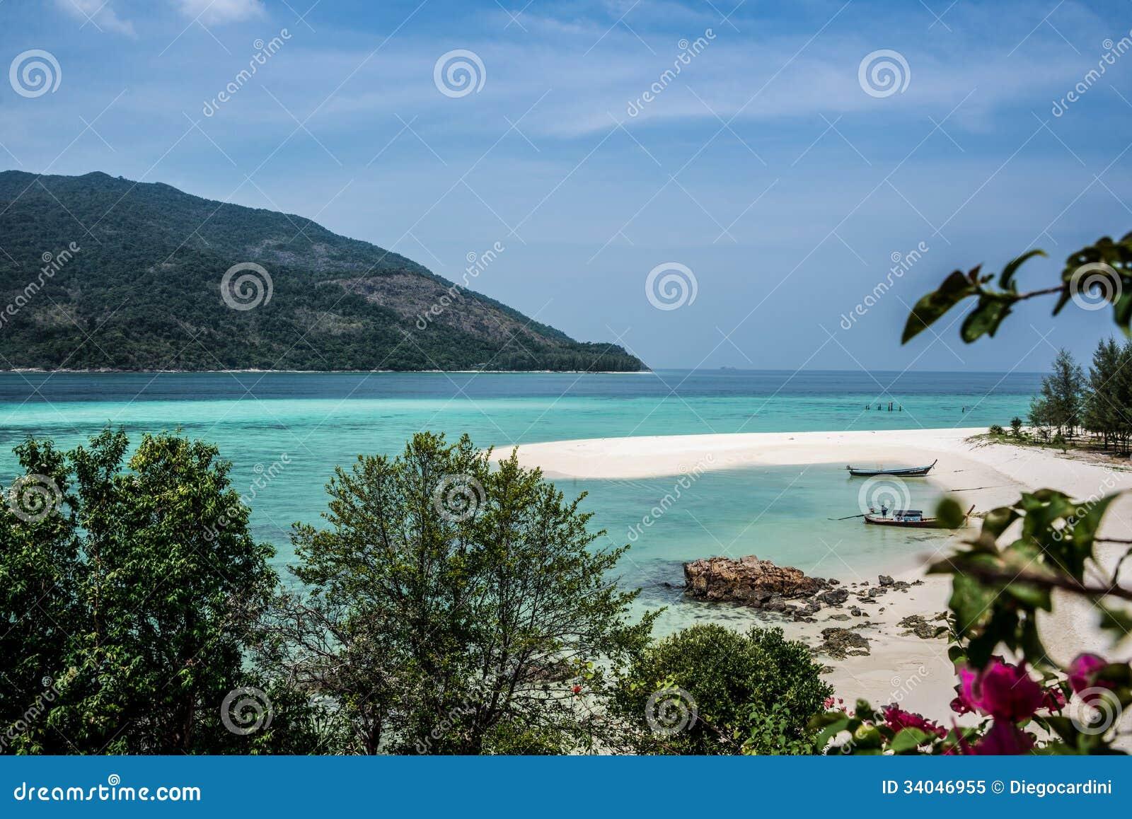 Beau Koh Lipe Tropical Island Landscape. Mer de turquoise. La Thaïlande. Aventure exotique.