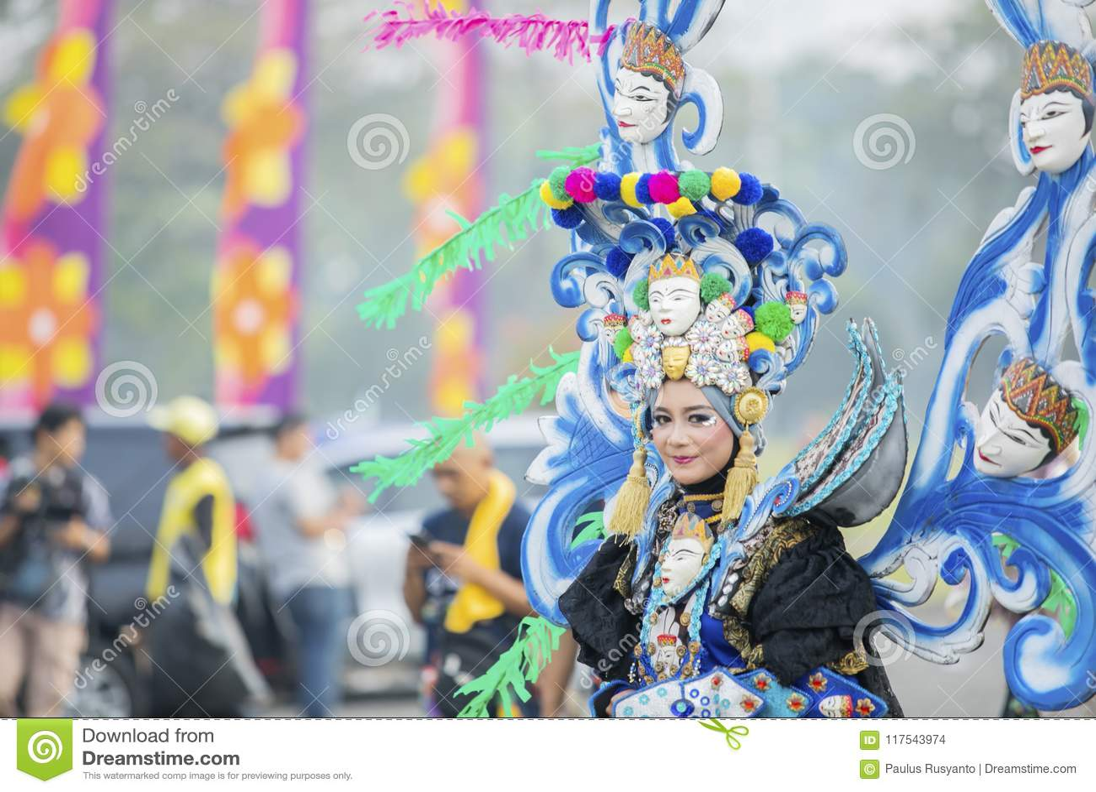 Beau modèle de carnaval sur le défilé annuel