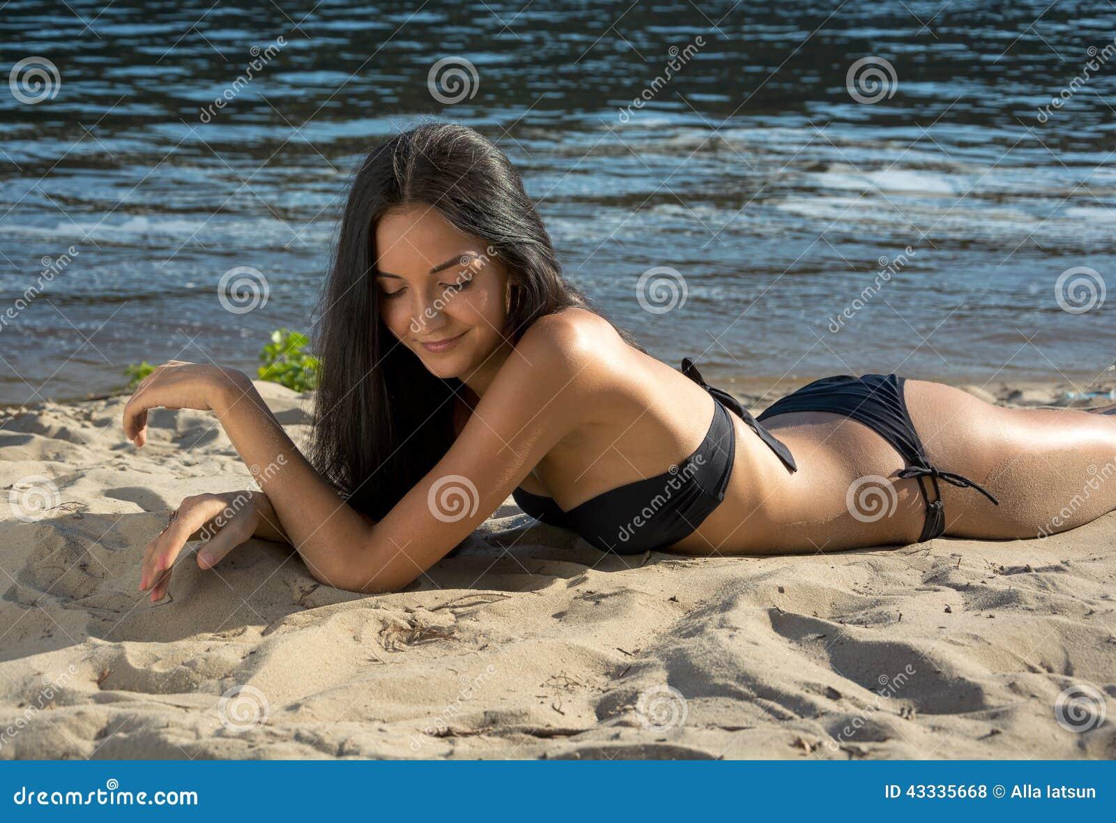 Beau mod le de femme dans le bikini la plage photo stock image 43335668 - Sortie de plage femme ...