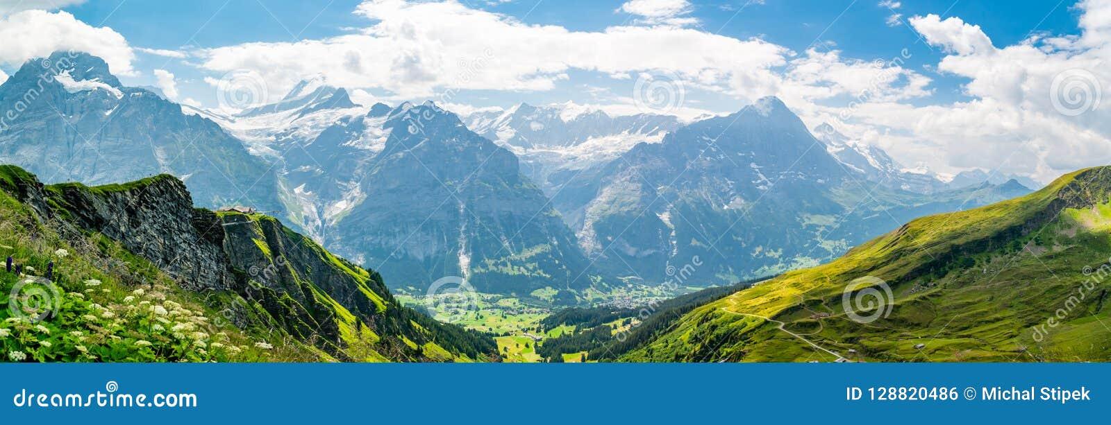 Beau paysage alpin panoramique dans les Alpes suisses près de Grindelwal