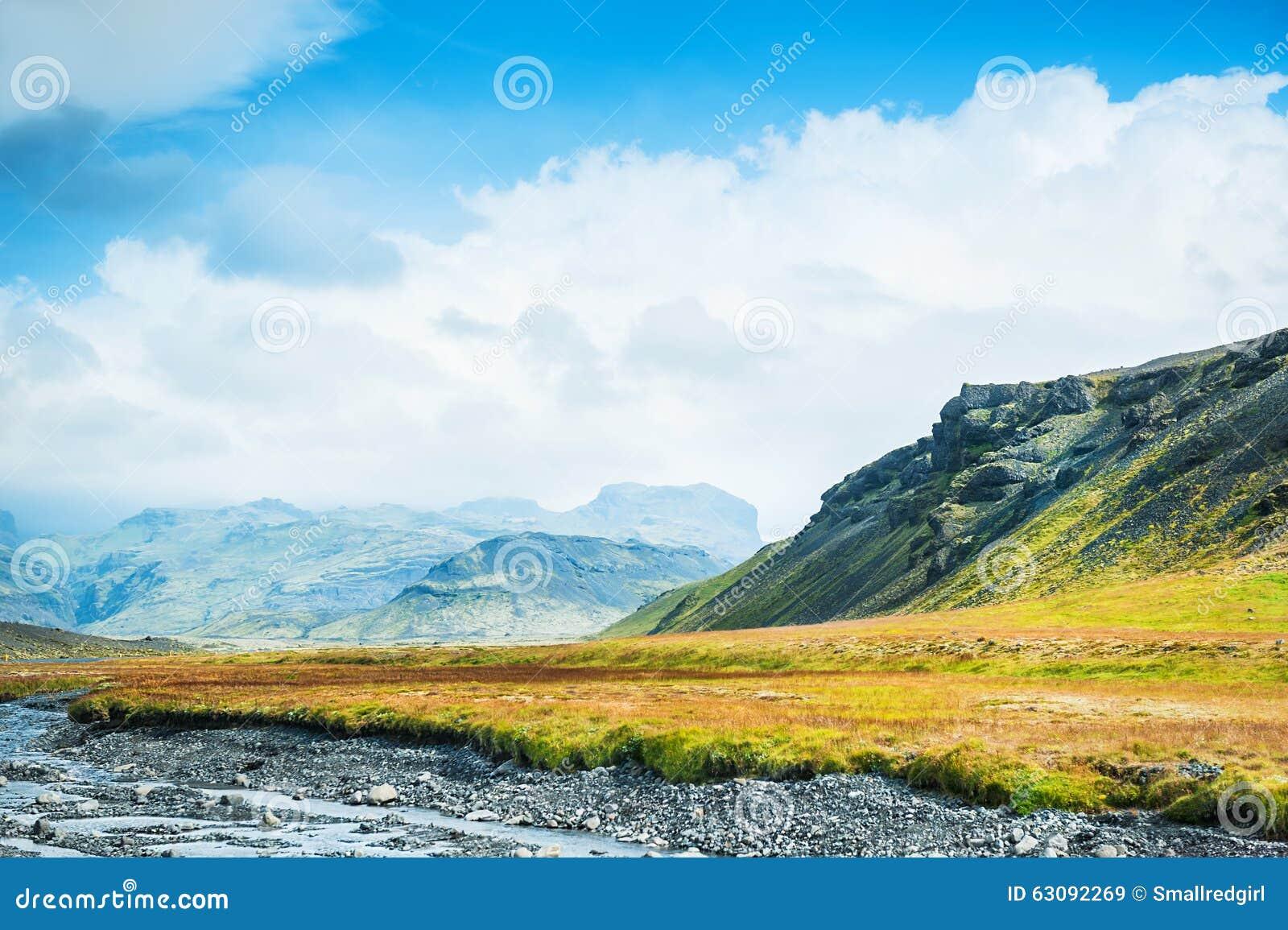 Download Beau Paysage Avec Le Mountain View Image stock - Image du north, extrême: 63092269