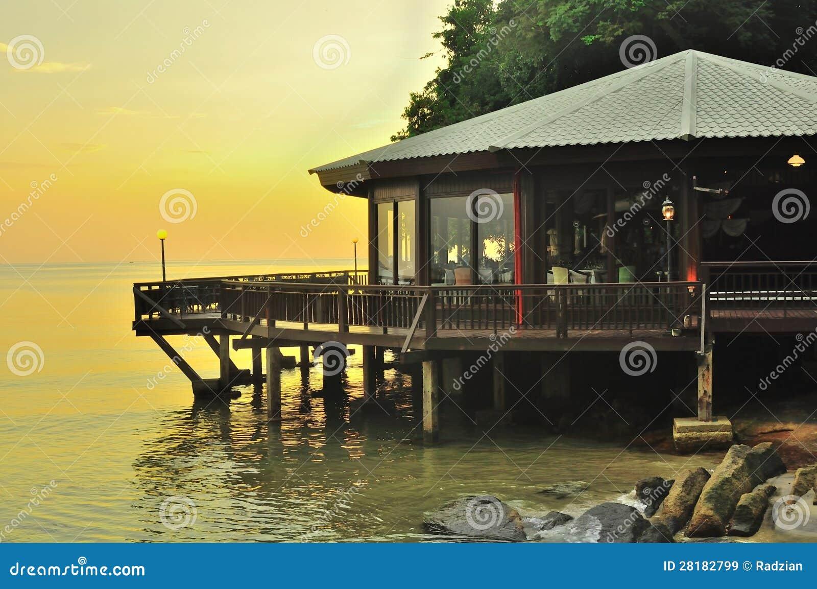 Beau paysage Langkawi de coucher du soleil