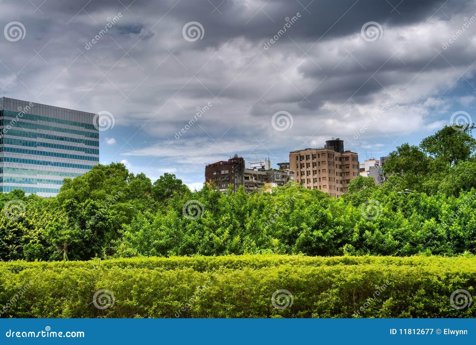 beau paysage urbain avec le vert photographie stock libre de droits image 11812677. Black Bedroom Furniture Sets. Home Design Ideas