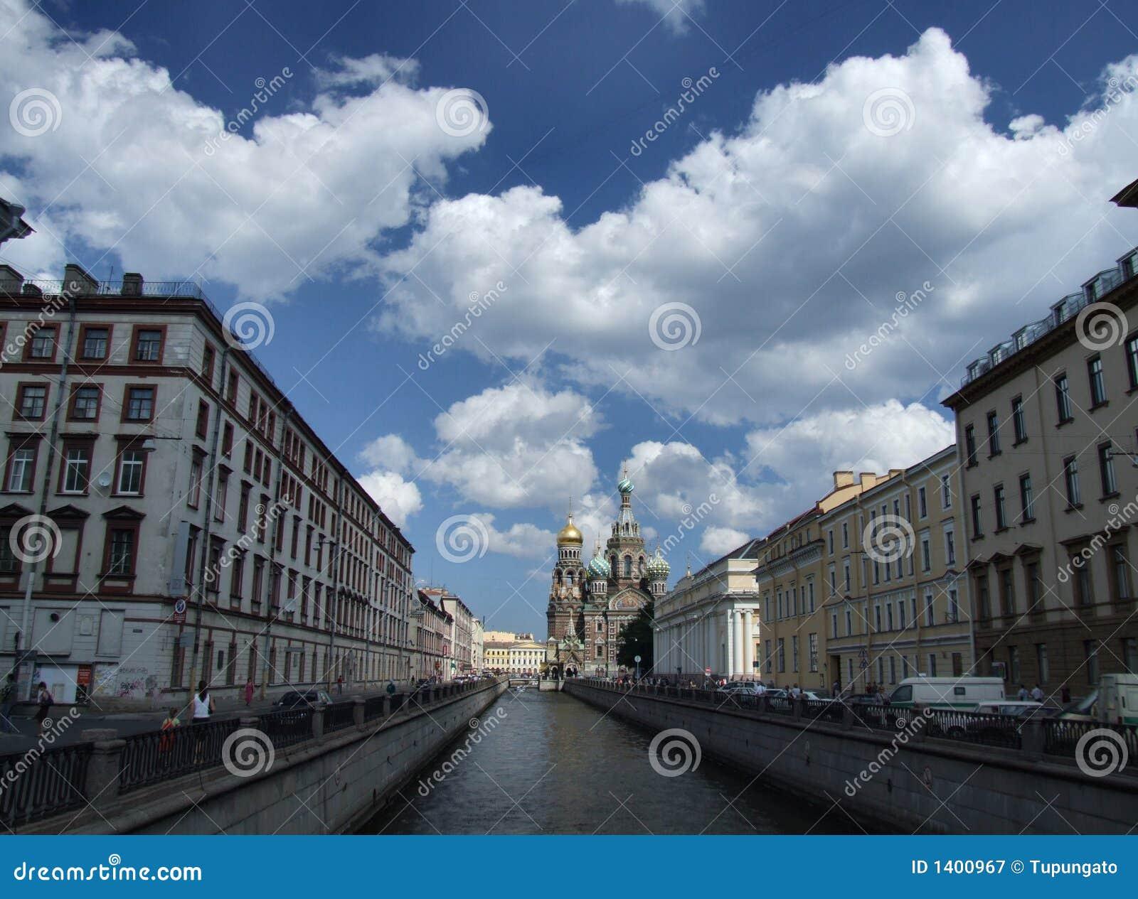 Beau paysage urbain de Pétersbourg