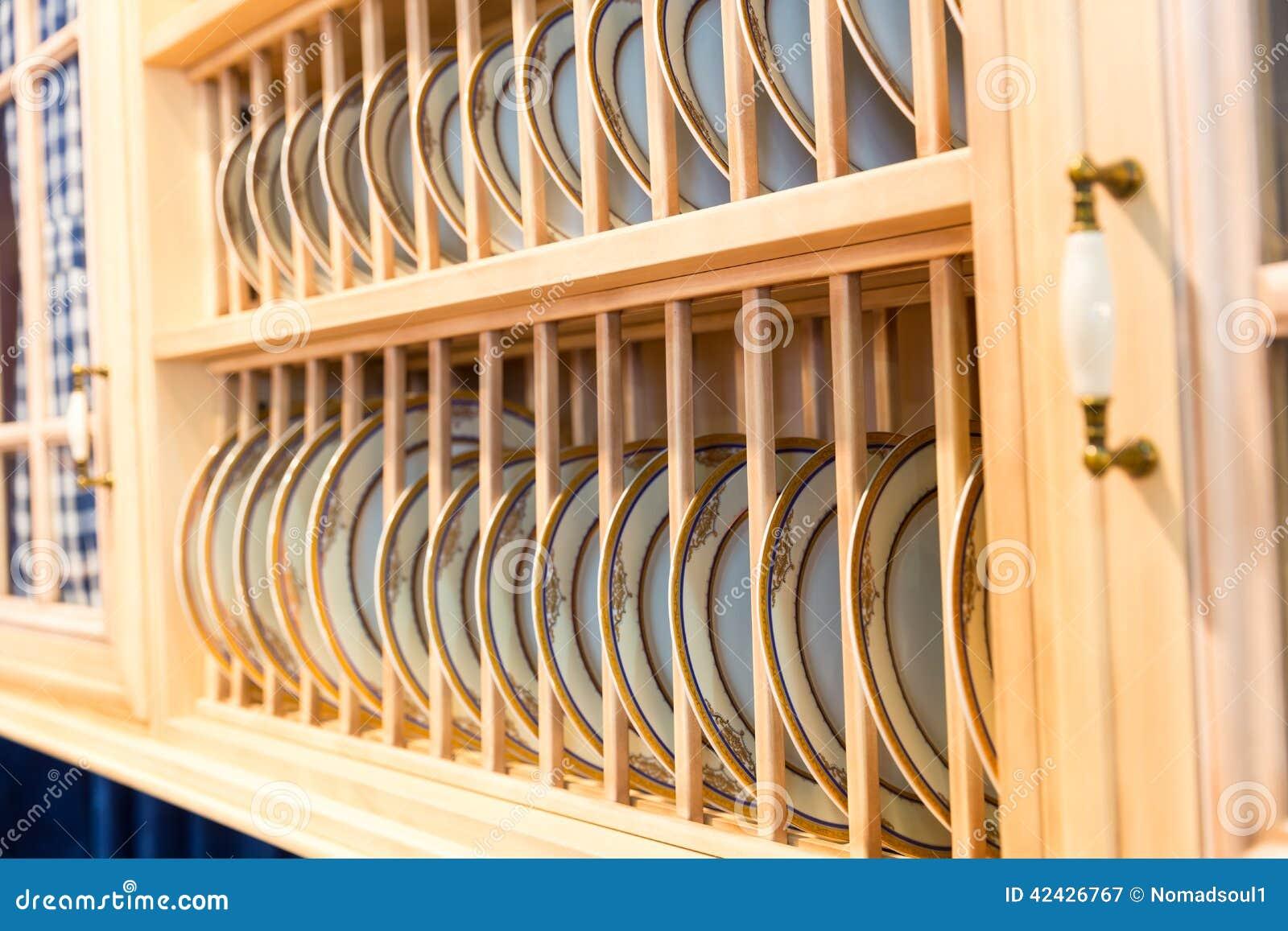 Beau placard fait sur commande en bois de cuisine photo for Porte placard cuisine bois massif