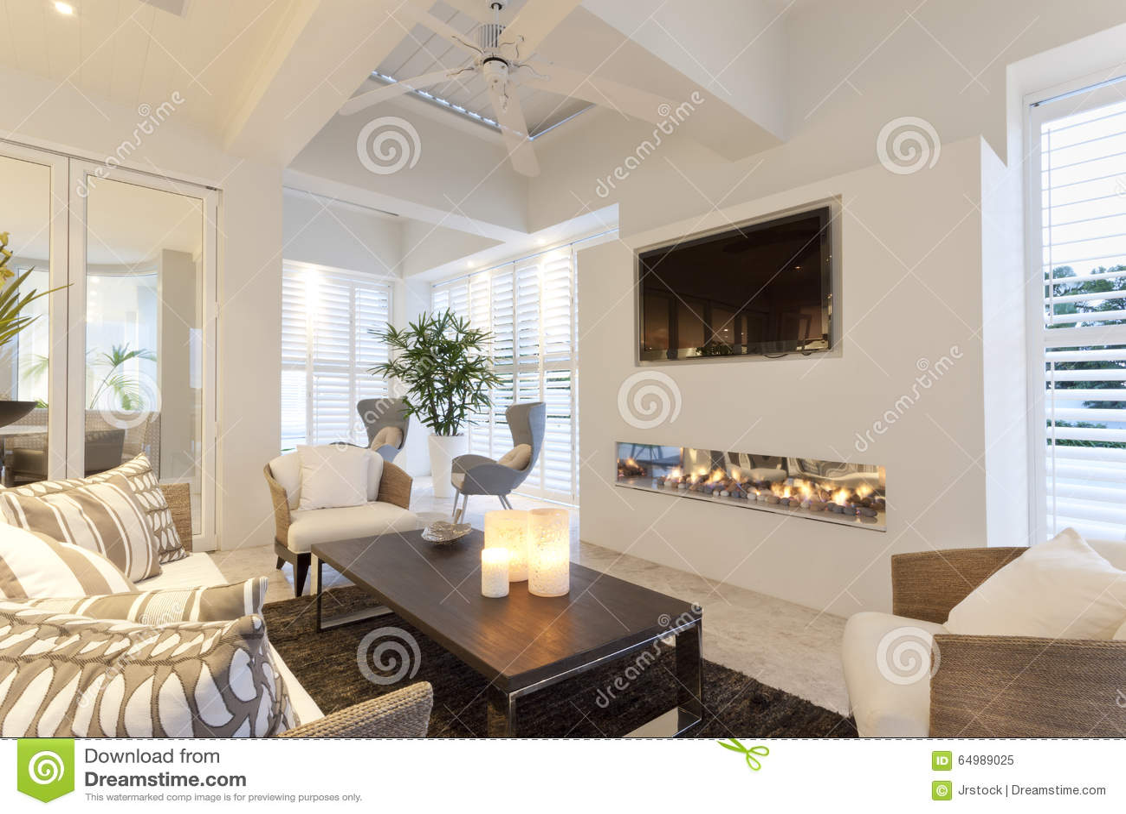 beau salon avec une chemin e image stock image du details lumi re 64989025. Black Bedroom Furniture Sets. Home Design Ideas