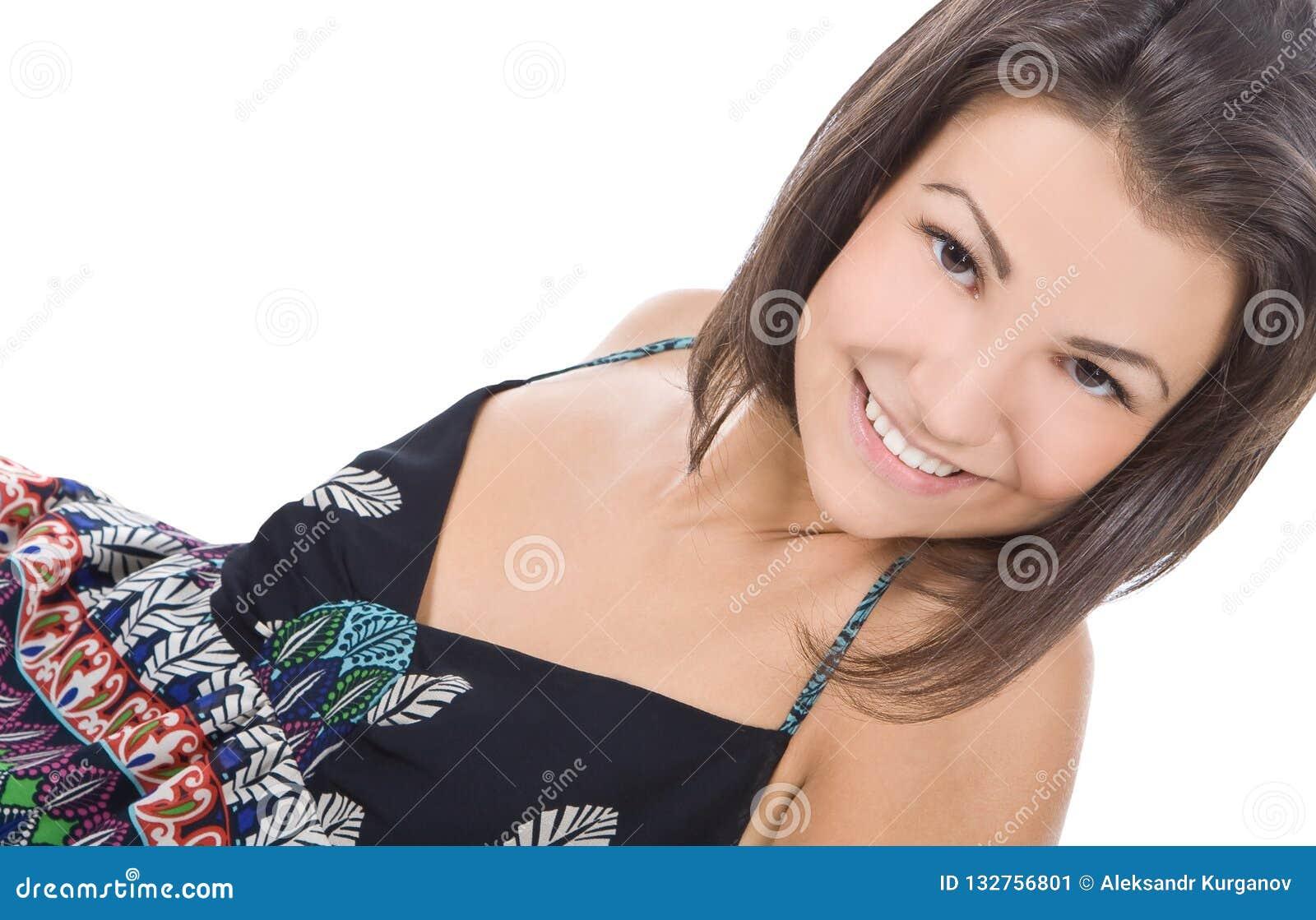 Beau sourire de femme de brunette