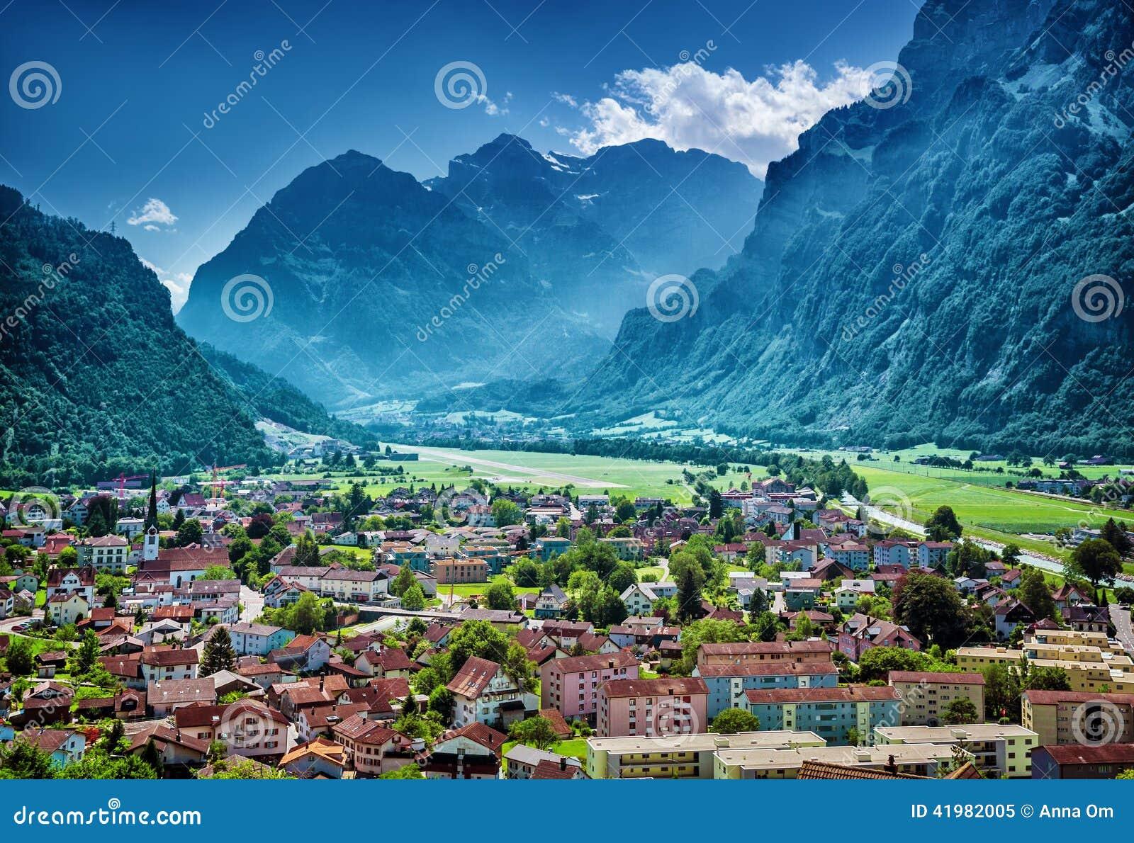 Beau village montagneux