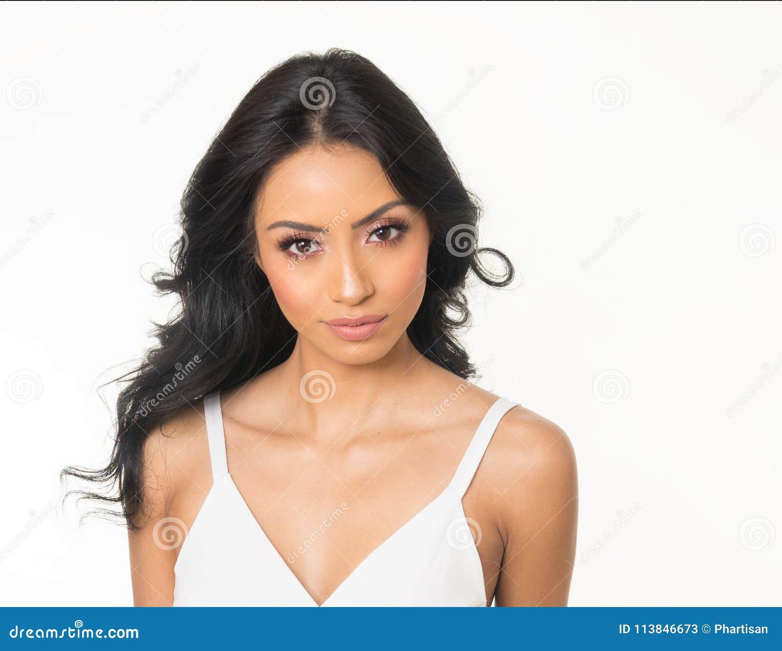 Beau visage du ` s de jeune femme