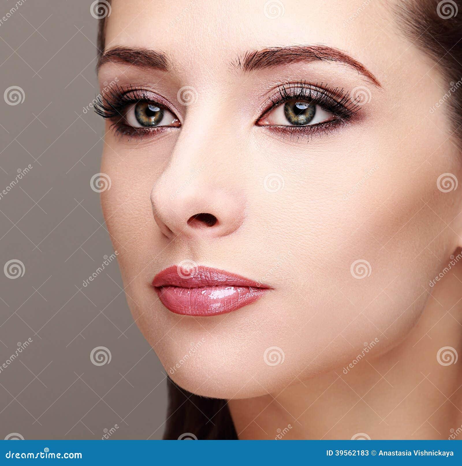 beau visage parfait de femme de maquillage photo stock image 39562183. Black Bedroom Furniture Sets. Home Design Ideas