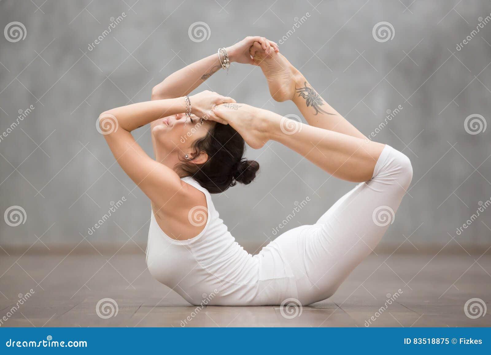 Beau Yoga Pose D Arc Image Stock Image Du Classe Placez 83518875