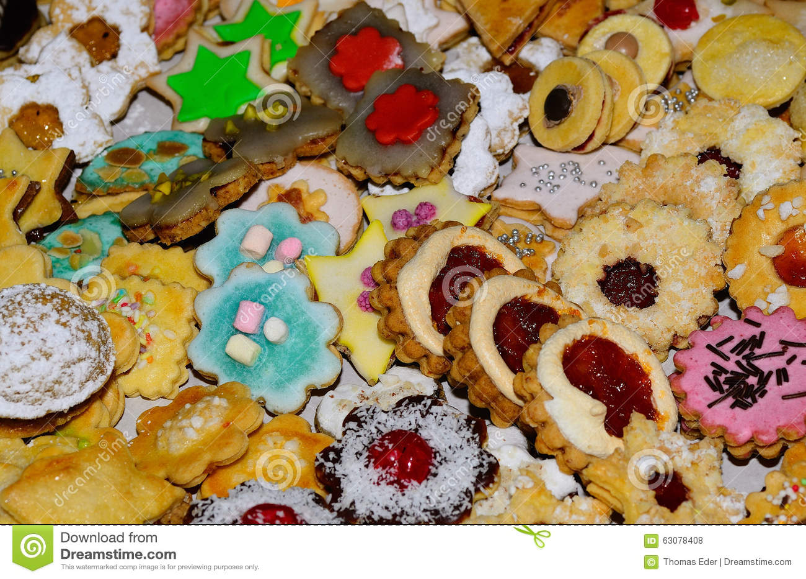 Download Beaucoup De Biscuits Colorés De Noël Photo stock - Image du mère, beau: 63078408