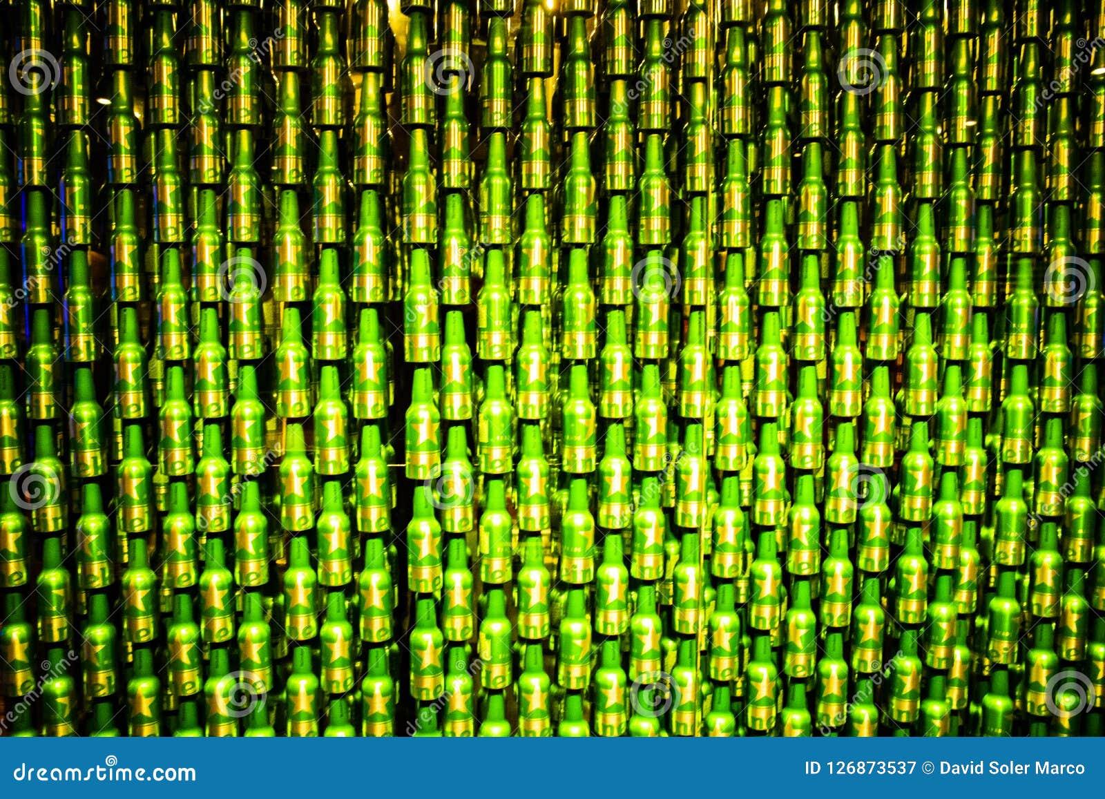 Beaucoup de bouteilles ont ensemble commandé la compilation extrême des bières de heineken