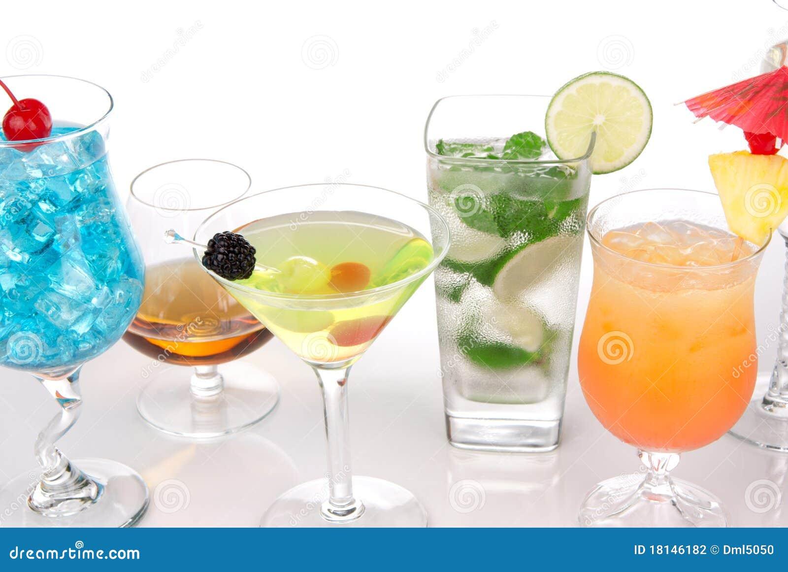Beaucoup de cocktails avec le mojito d alcool, martini