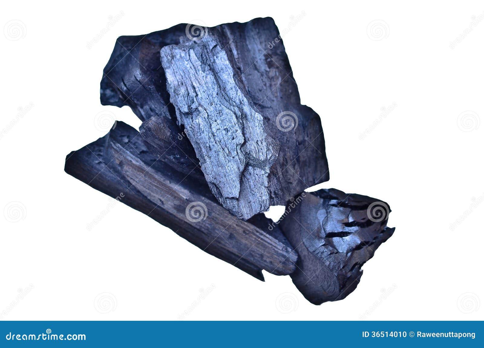 Beaucoup de morceaux de charbon de bois