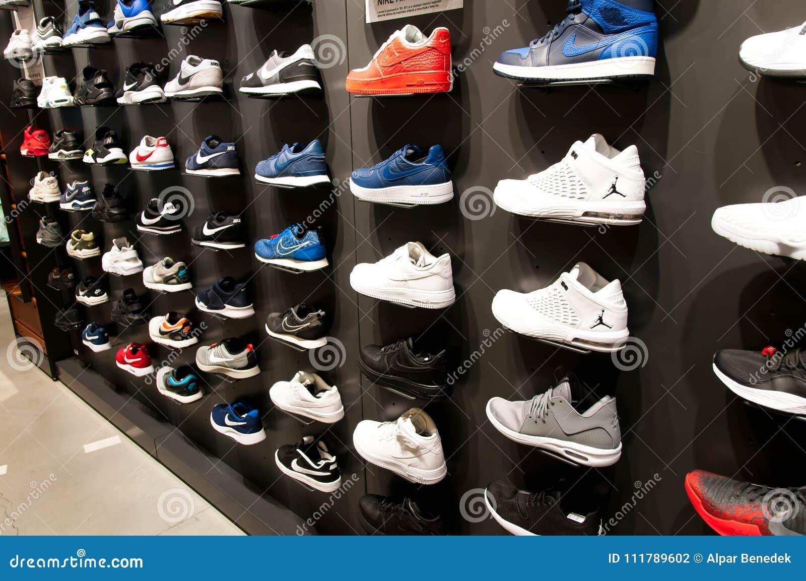 Beaucoup De Chaussures Modernes Nouvelles Le Mur Photographie Sur Nn8wO0mv