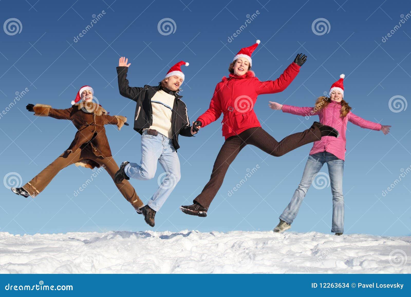 Beaucoup de personnes branchantes sur la neige