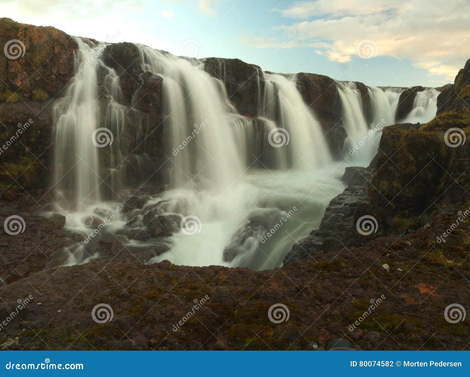 Beaucoup de petites cascades sur l Islande
