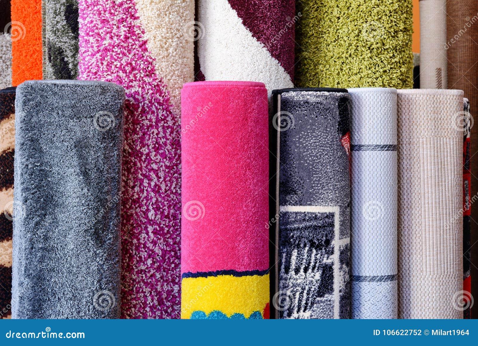beaucoup de tapis color s dans le magasin d coration color e de tissu de boutique de rolls de. Black Bedroom Furniture Sets. Home Design Ideas
