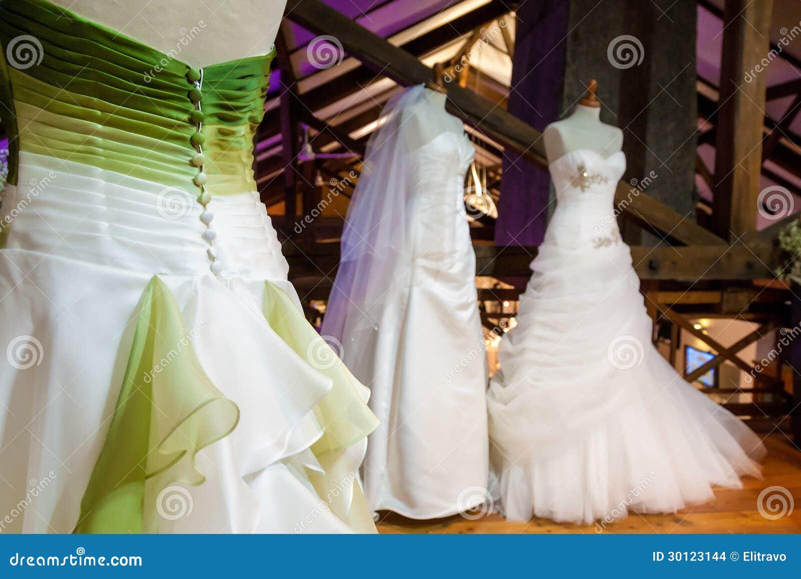 Robes de jeune mariée