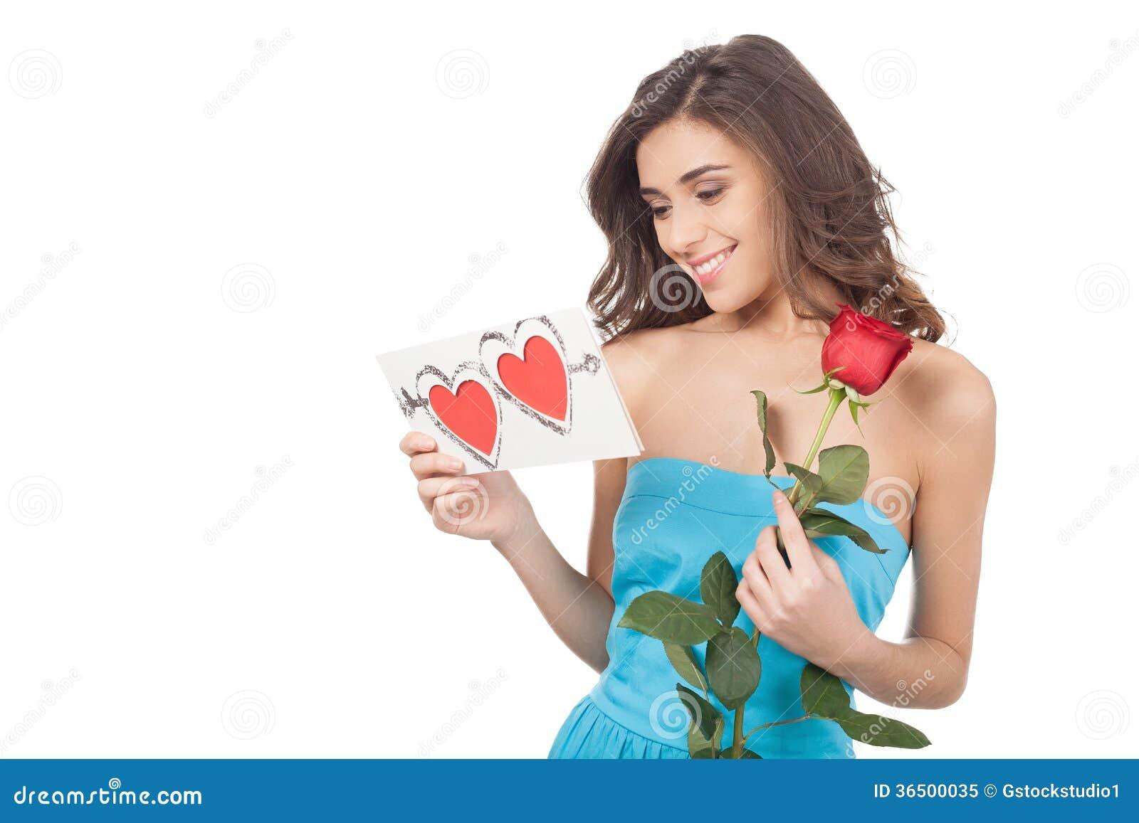 Beauté avec la carte de valentine.